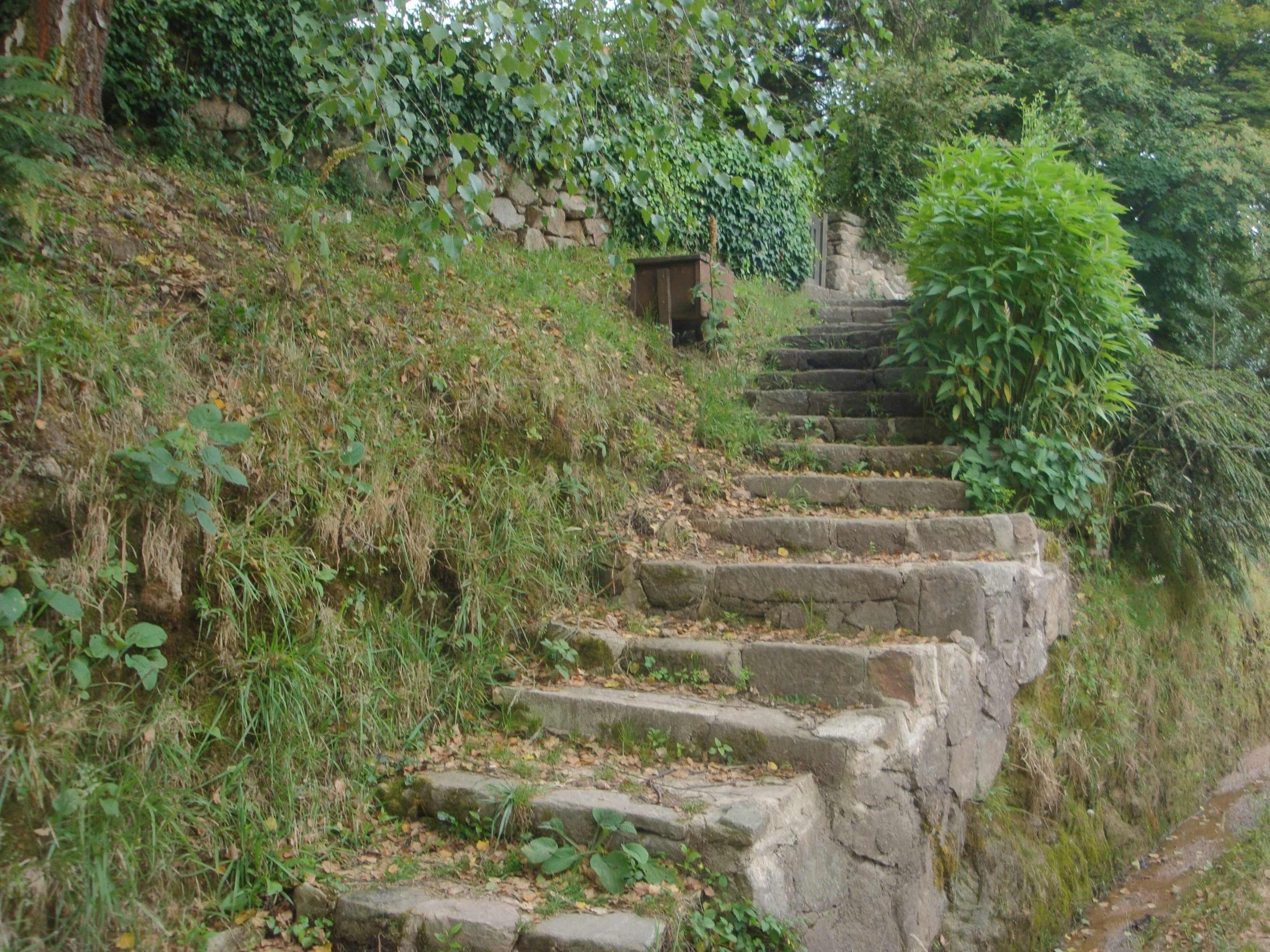 File antigua escalera de piedra la cumbrecita argentina - Escalones de piedra ...