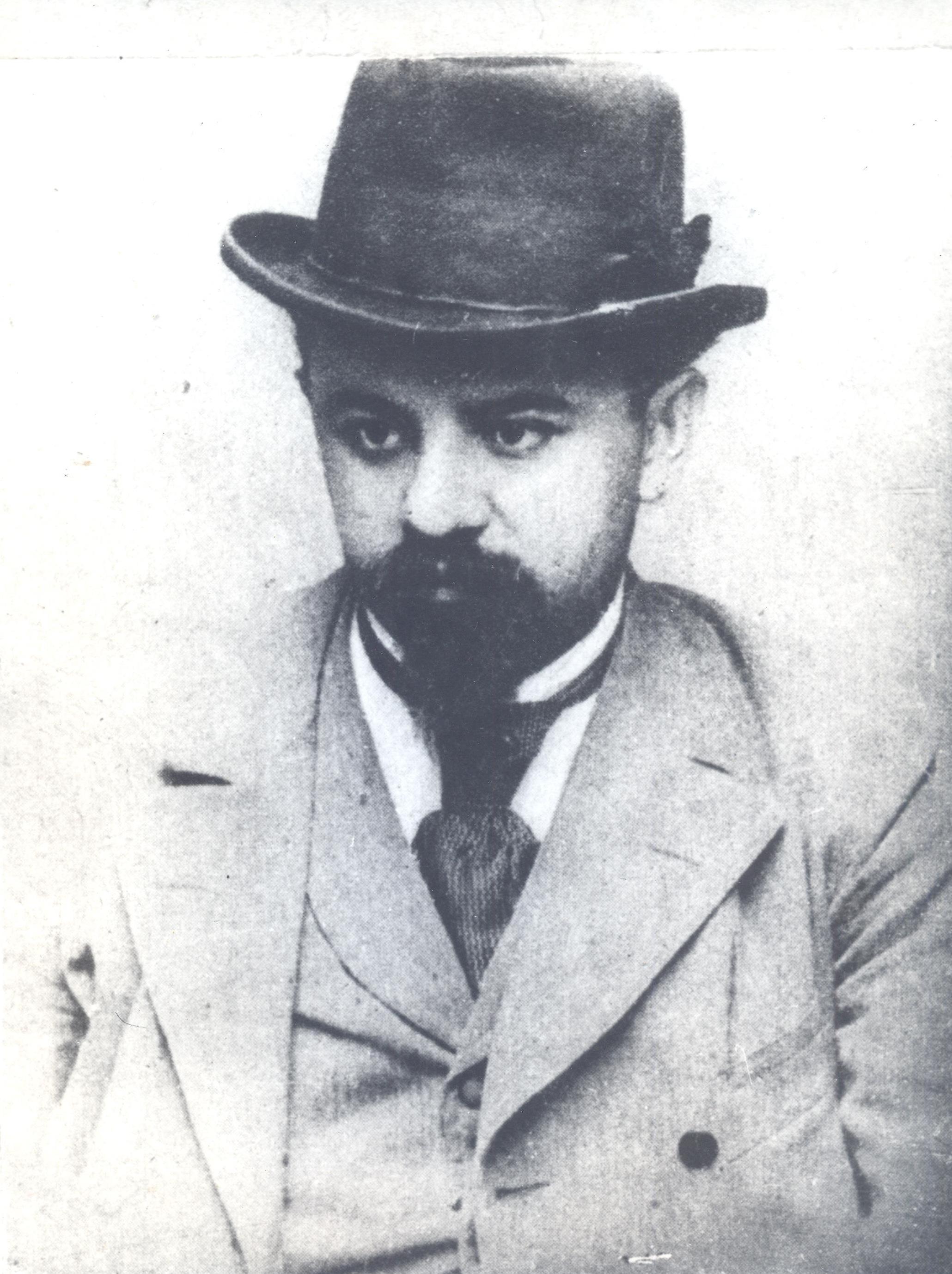 https://upload.wikimedia.org/wikipedia/commons/8/84/BASA-1735K-2-129-1-Pencho_Slaveykov.jpg