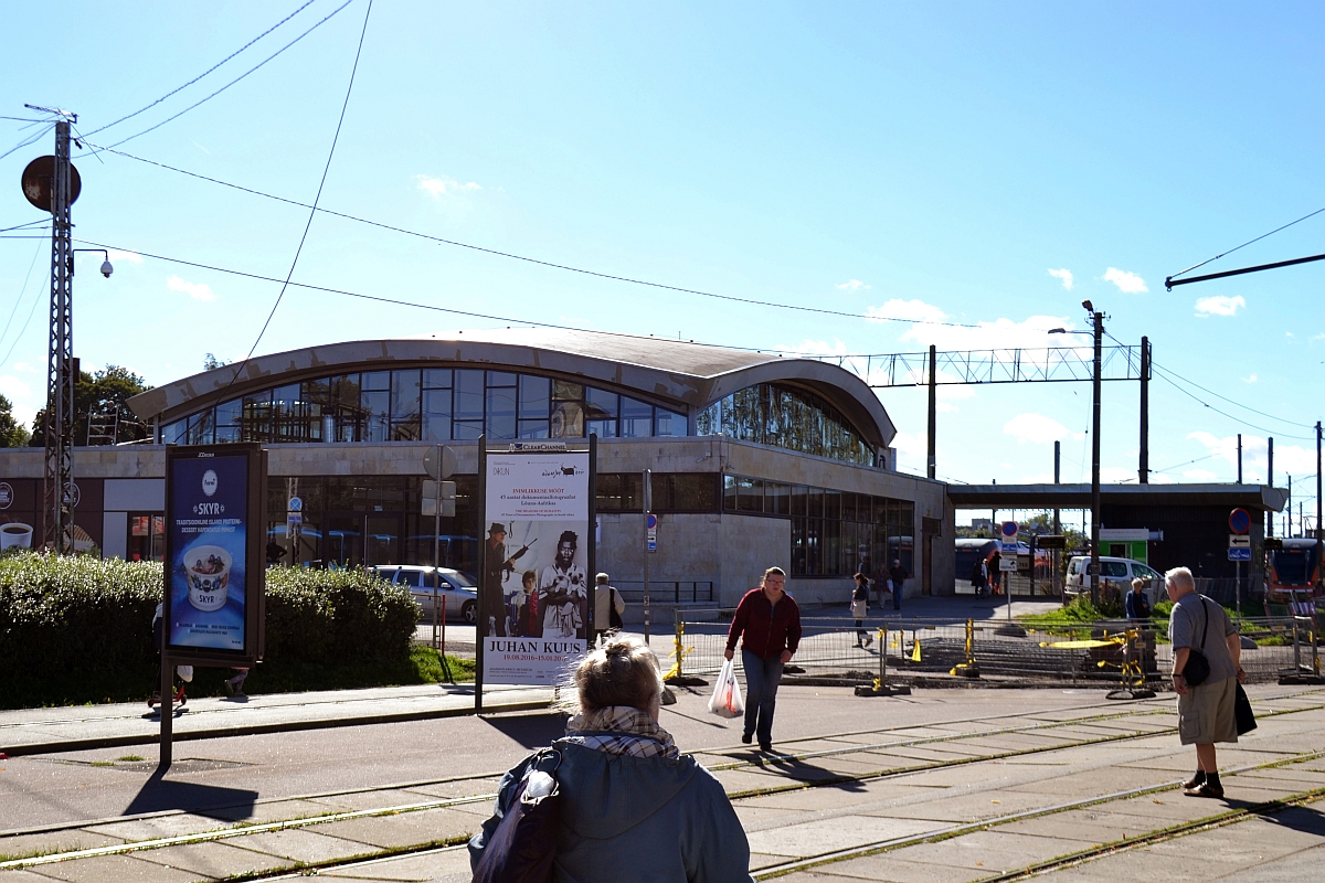 9e096d5d85d Linnalähedaste rongide reisijate ootepaviljon (september 2016)