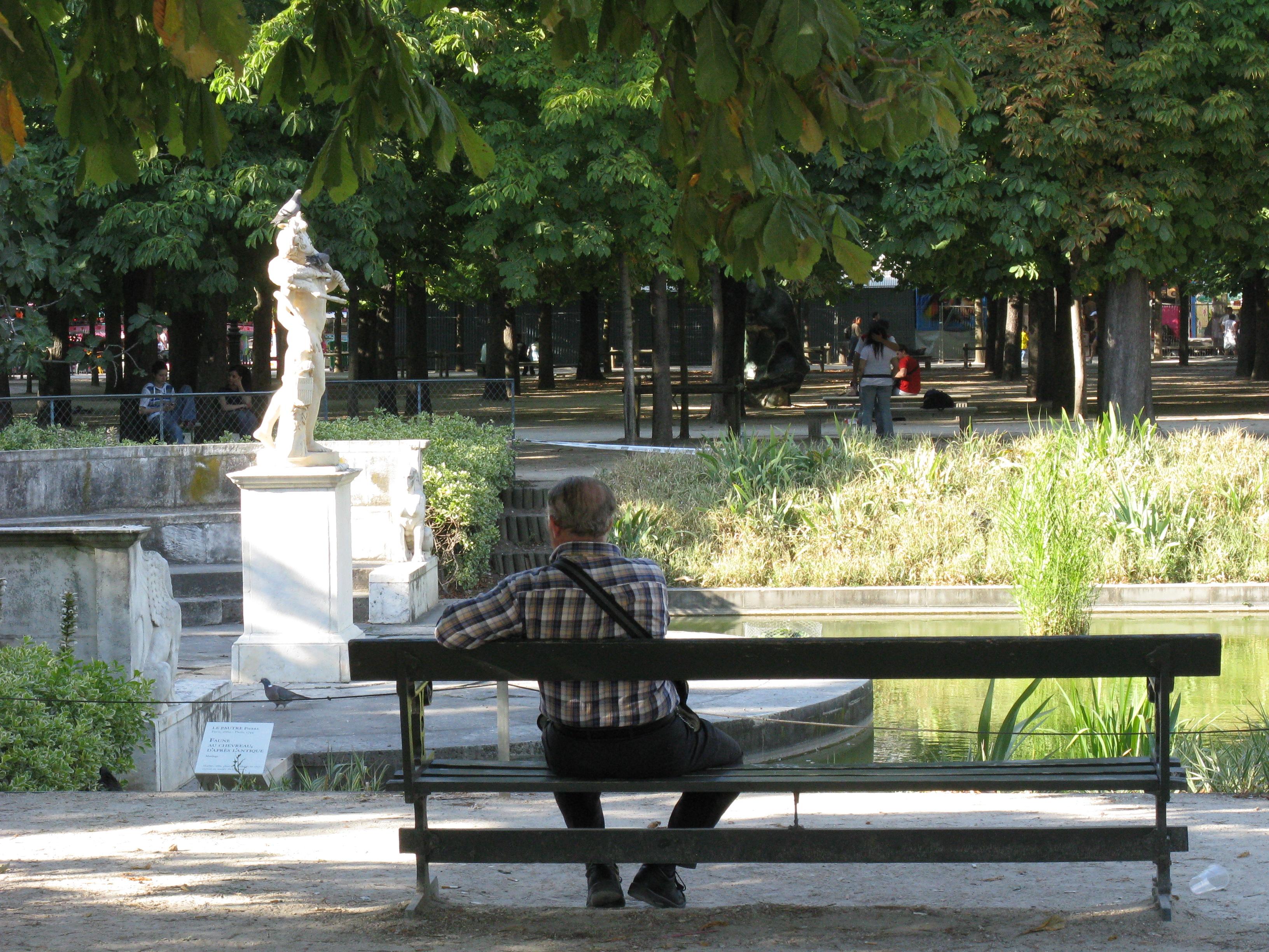 File Banc Ex¨dre Nord Jardin des Tuileries 2008 Wikimedia