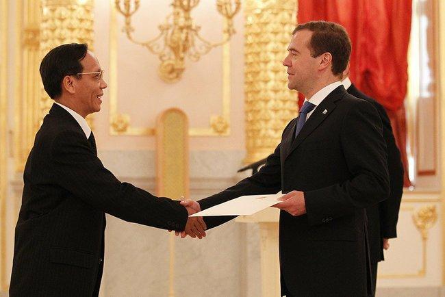 File:Dmitry Medvedev with ambassadors 14 July 2011-10.jpeg