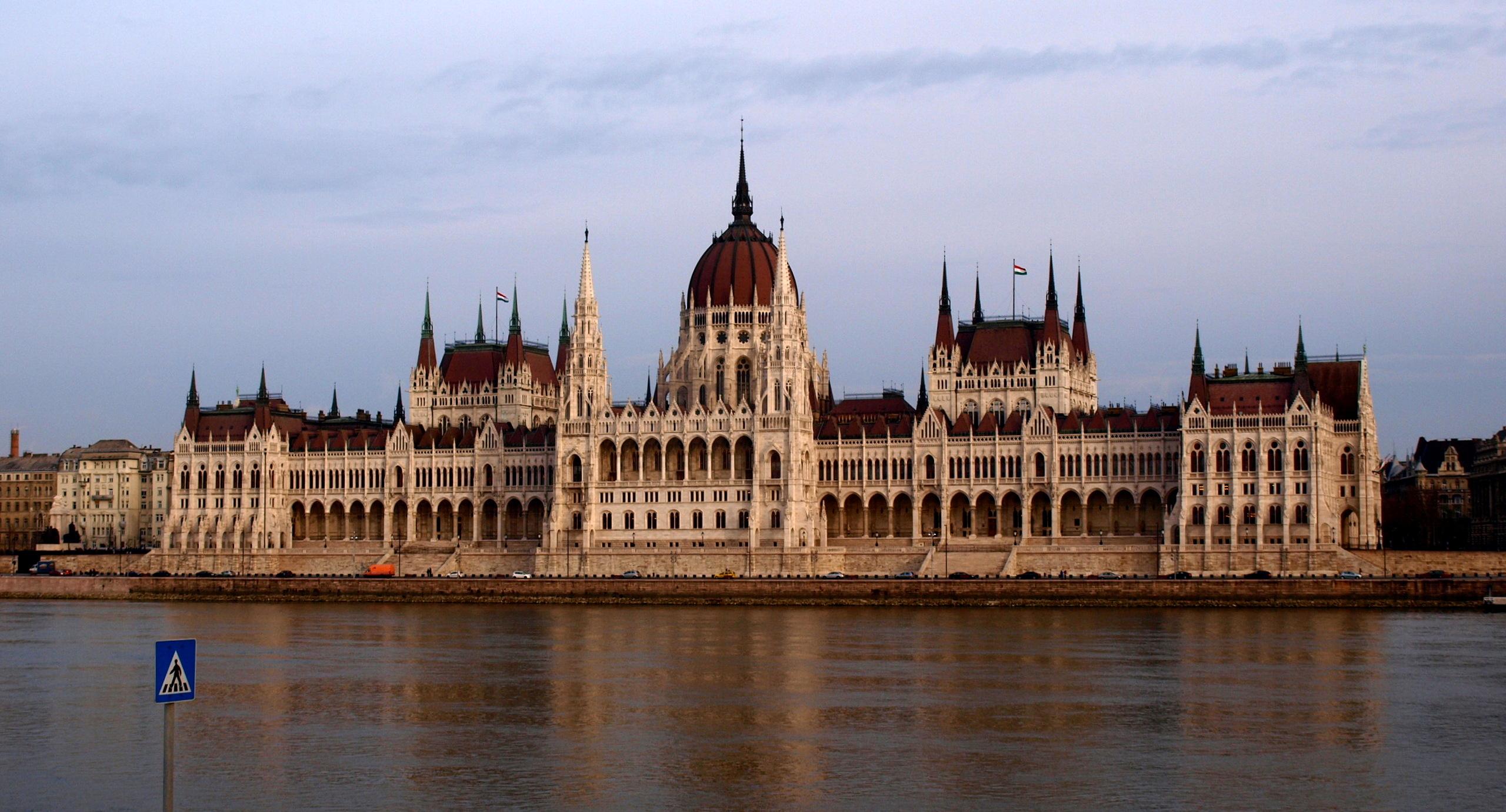 Monumentos importantes for Parlamento wikipedia