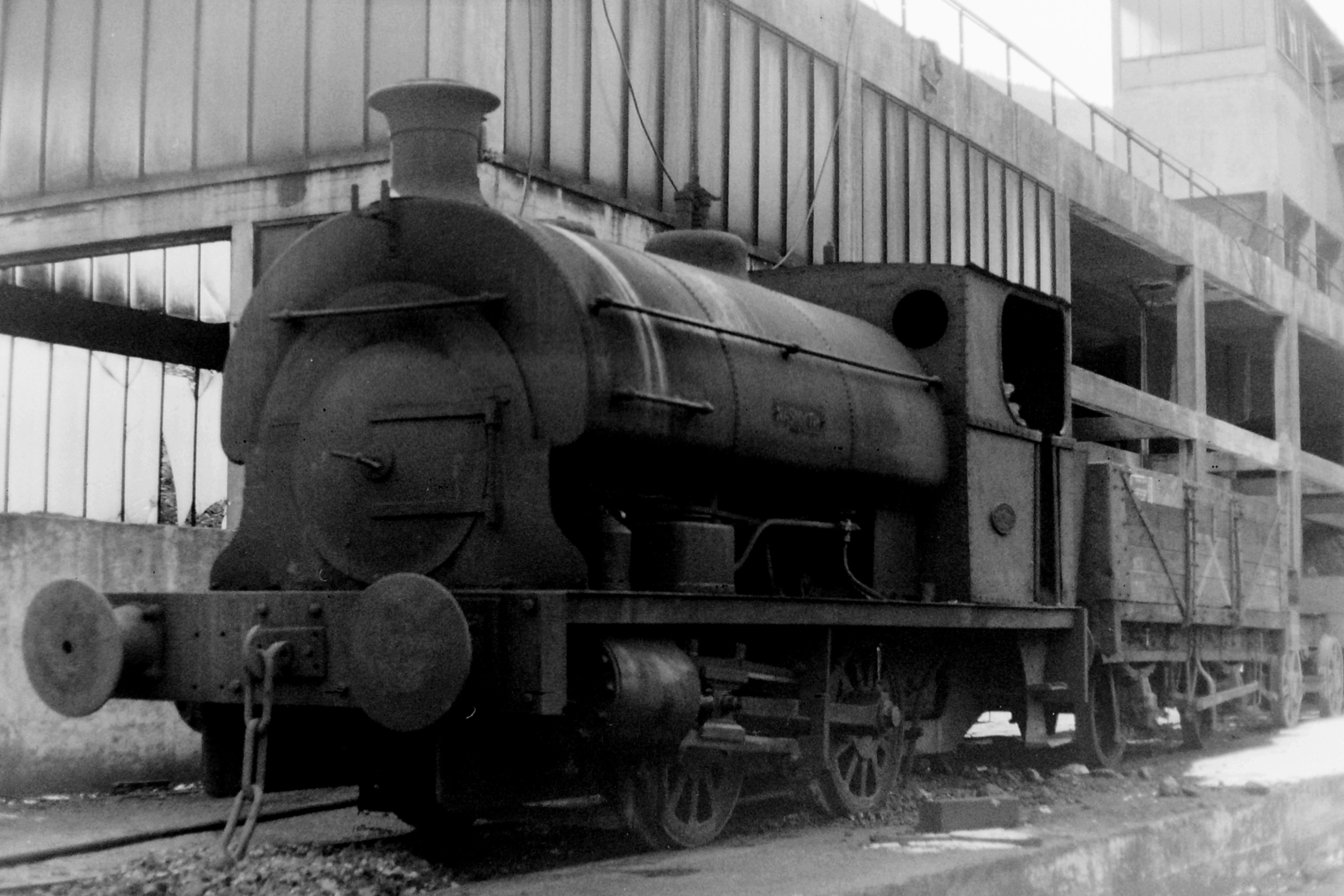 File:Ebbw Vale Steelworks 2 Peckett 1465 & 1524 (5582093744).jpg