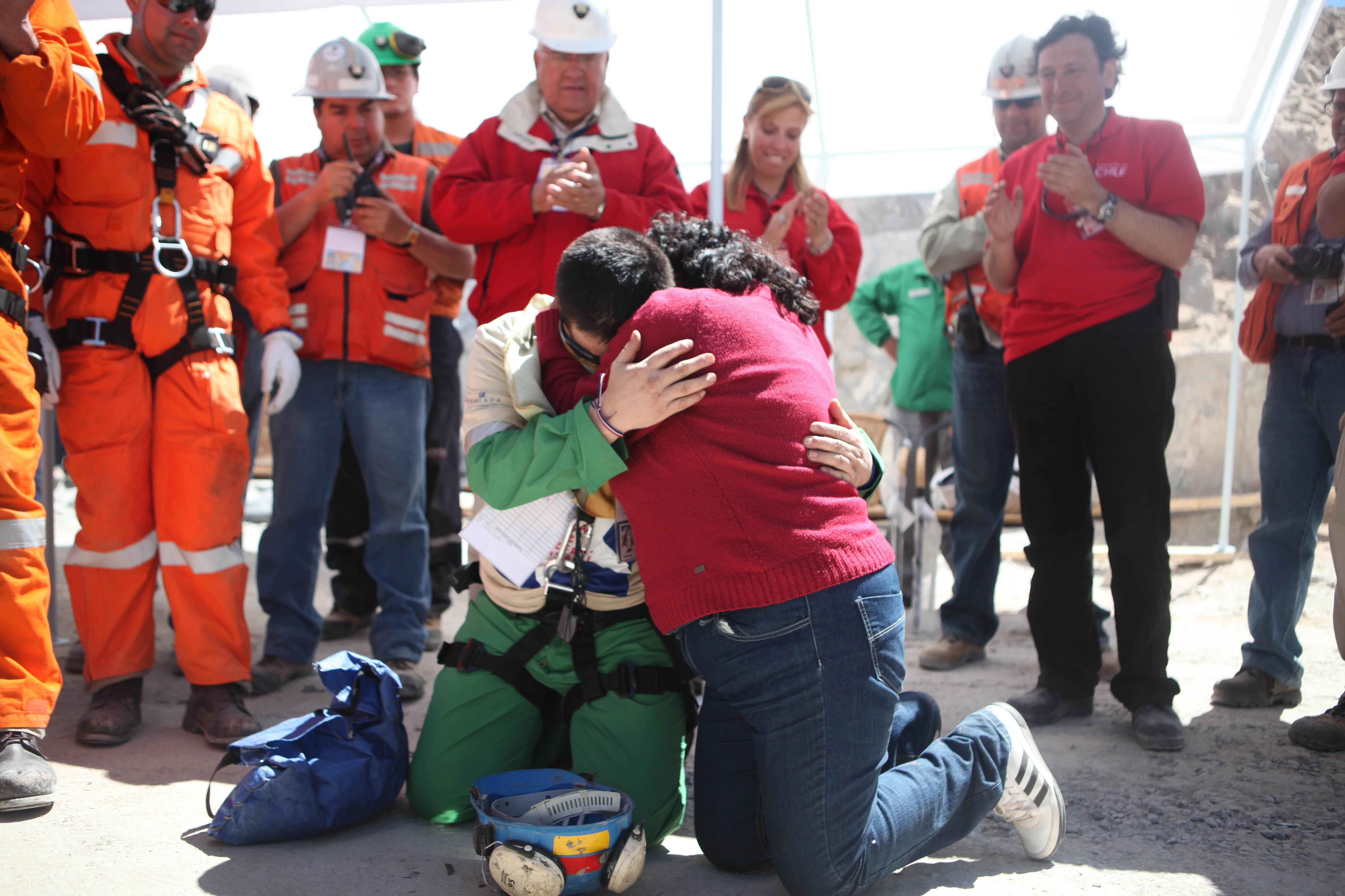 воплощение фото спасенных шахтеров праздничным кадилом