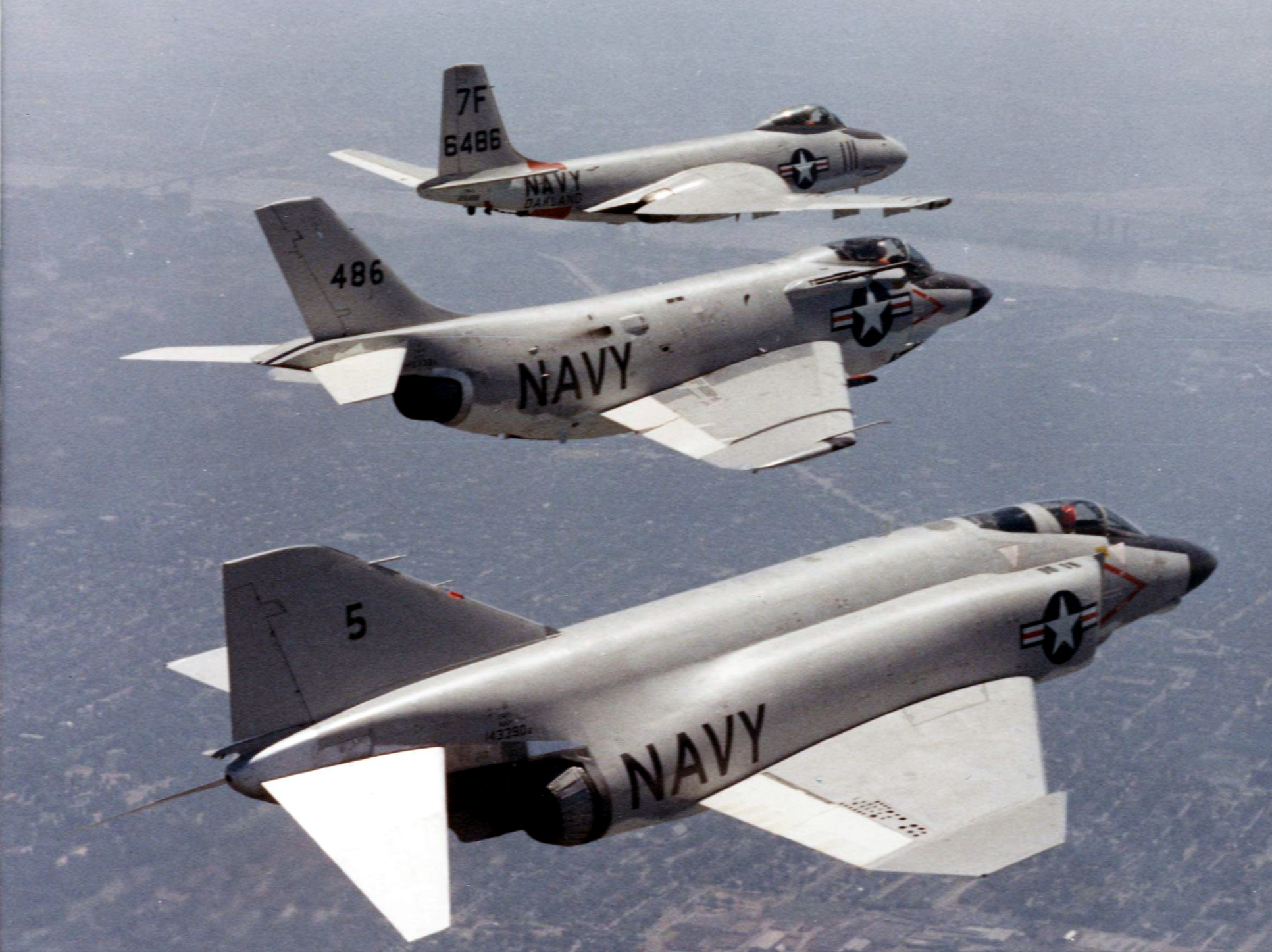 F2H_F3H_and_F4H_McDonnell_fighters_in_fl