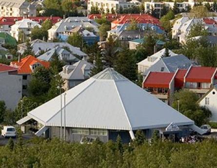 https://upload.wikimedia.org/wikipedia/commons/8/84/FistaMoskaIslandi.png