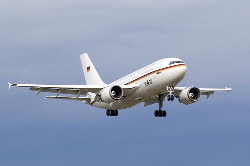 Flugbereitschaft A310 10+22 20060803 STR