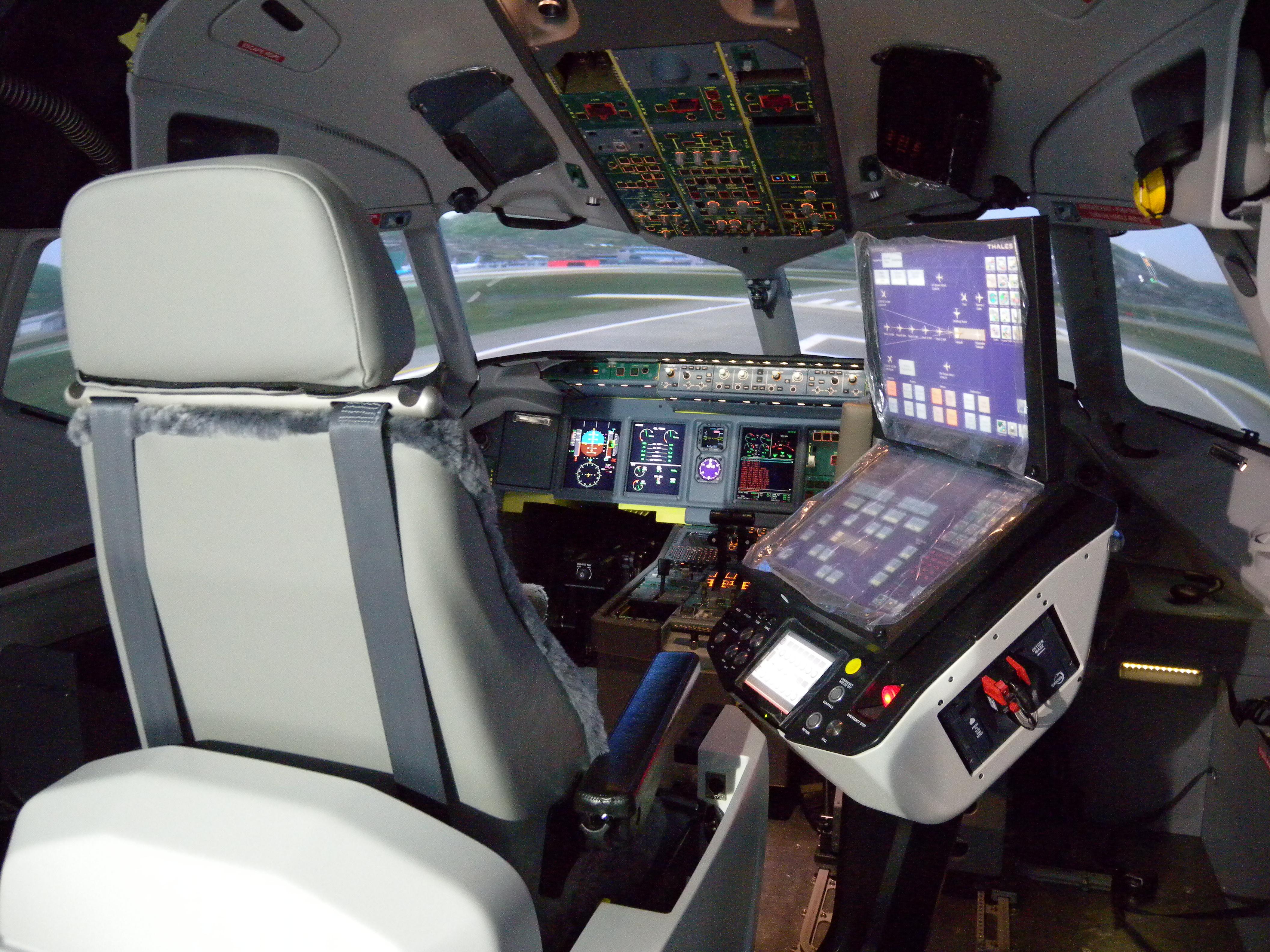 file full flight simulator 5573996988 jpg wikimedia. Black Bedroom Furniture Sets. Home Design Ideas