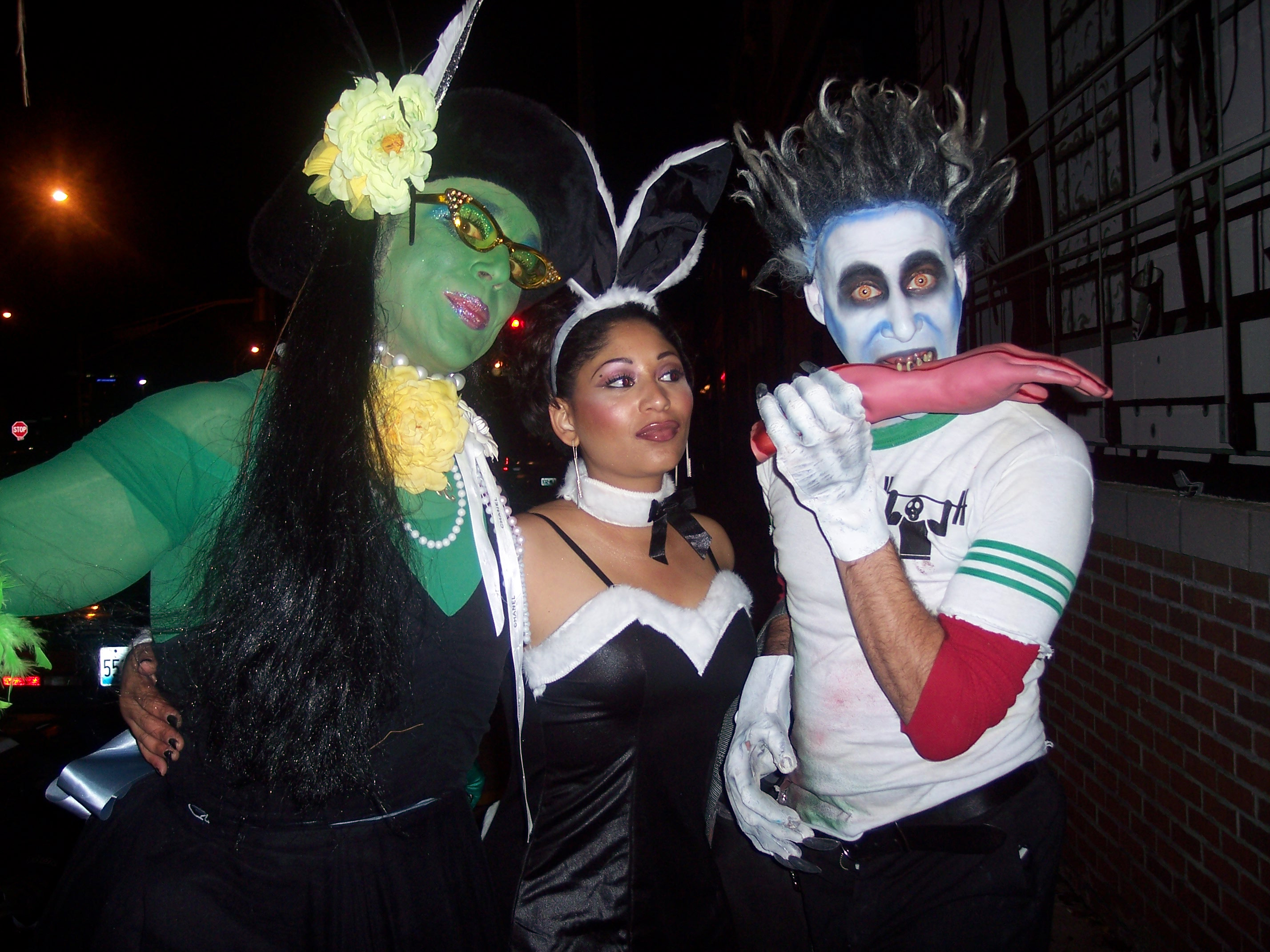 file:halloween - 2004 elphaba bunny and aberzombie - wikimedia