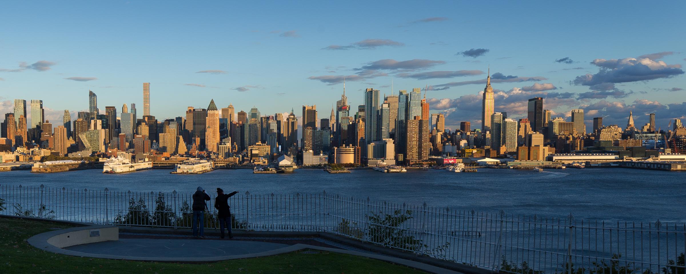 Liberty Near Me >> File:Hamilton Park, Weehawken, NJ- Manhattan, the Photographer and his Lady Friend Helper ...