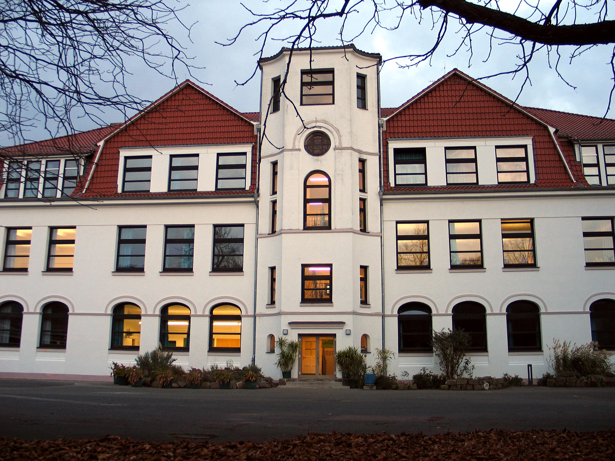 file hannover kolleg gymnasium f r erwachsene in hannover institut zur erlangung der. Black Bedroom Furniture Sets. Home Design Ideas