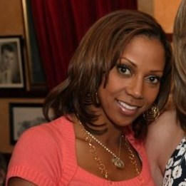 English: Holly Robinson Peete.