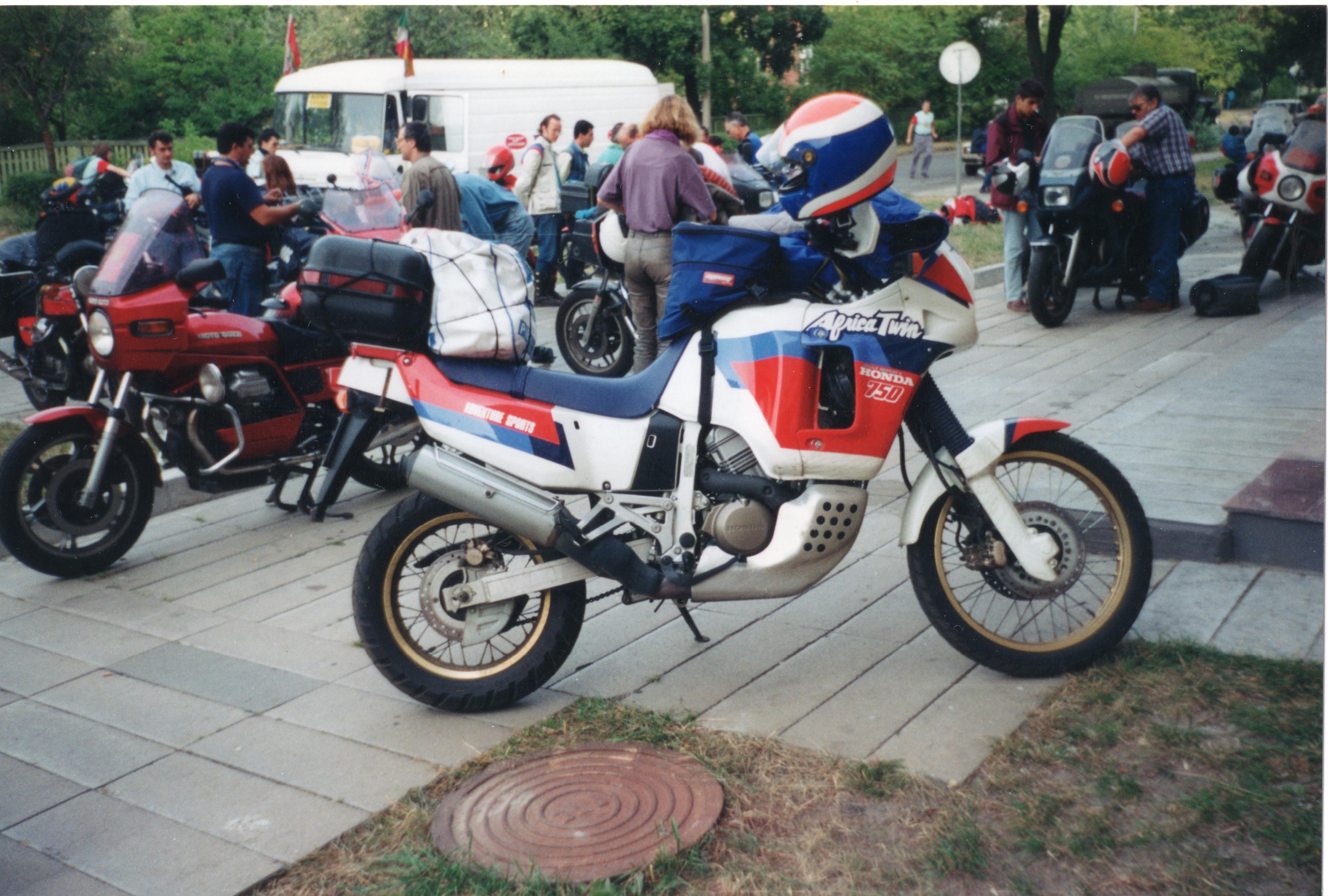 File Honda Africa Twin 750 In Moscow Jpg Wikimedia Commons
