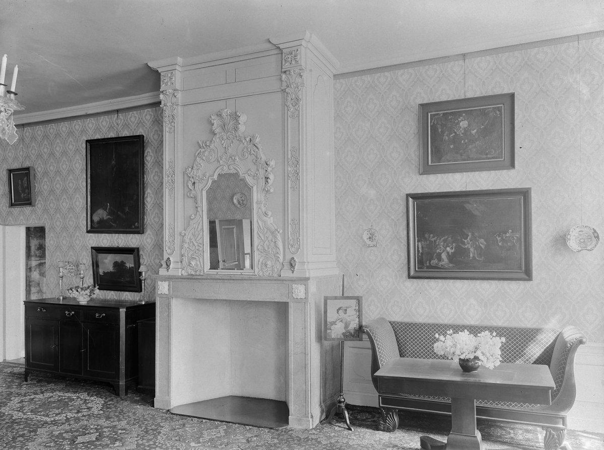 File:Interieur, salon voor 1920 met schouw - Vorden - 20247009 - RCE ...