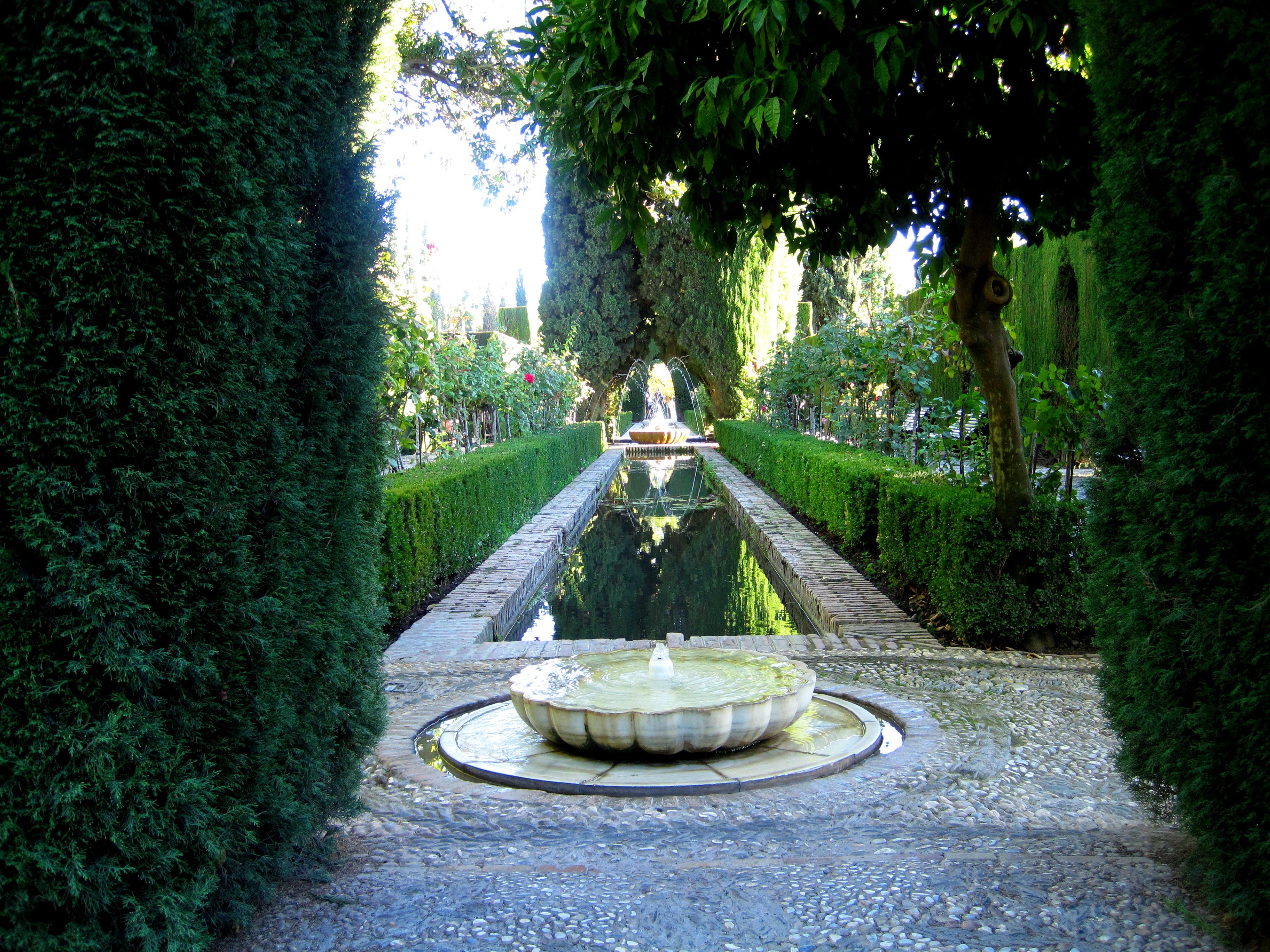 File jardines de el generalife la alhambra granada 2 for Jardines de gomerez granada