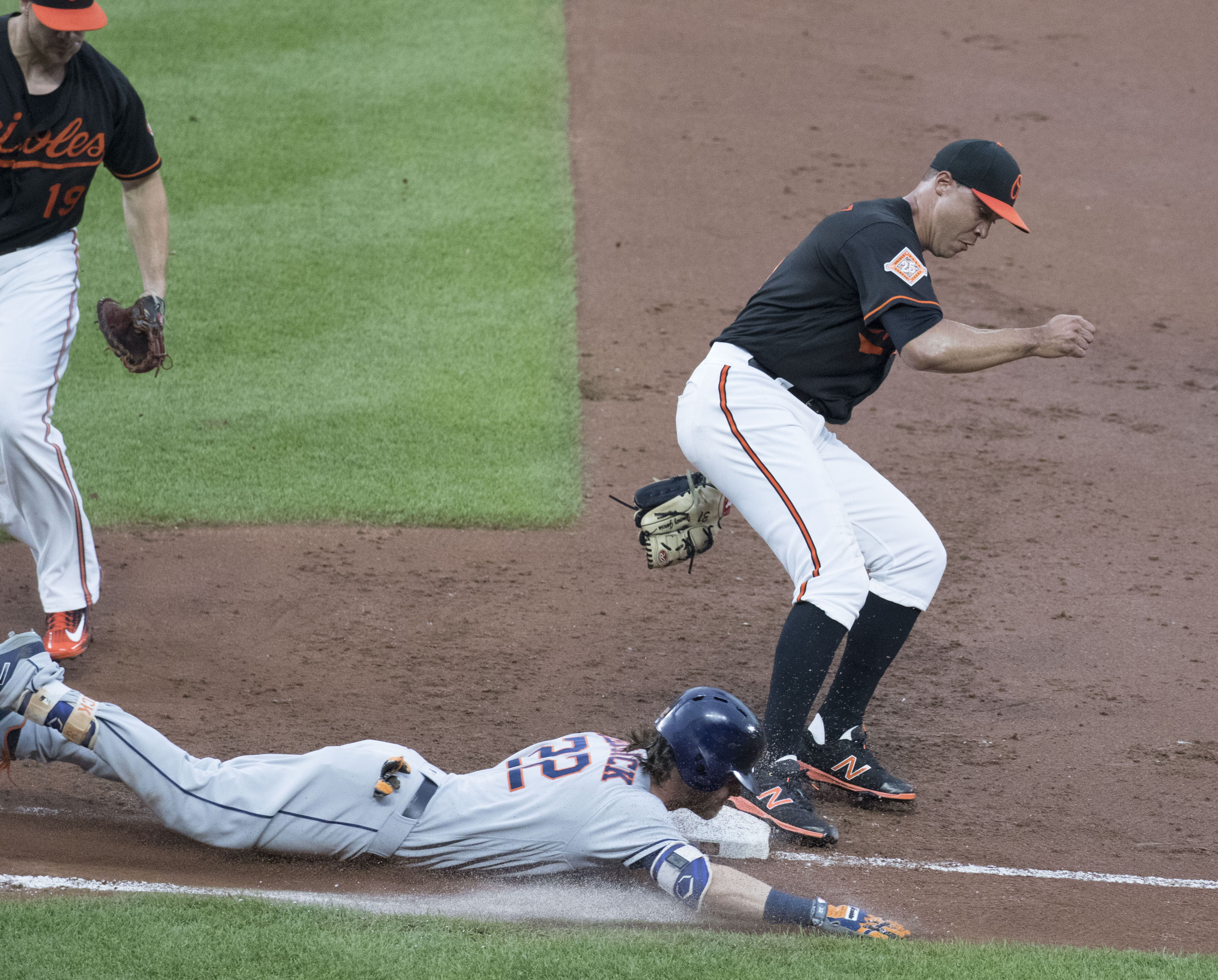 4495eba39 File Josh Reddick sliding into first base.jpg - Wikimedia Commons