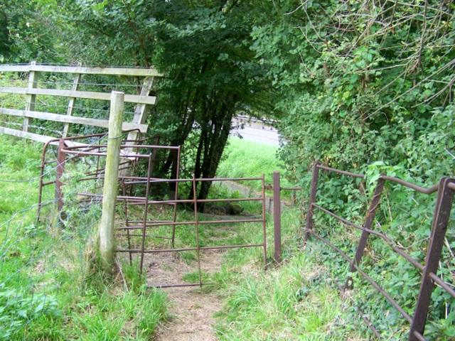 File:Kissing gate, Heytesbury - geograph.org.uk - 1479067