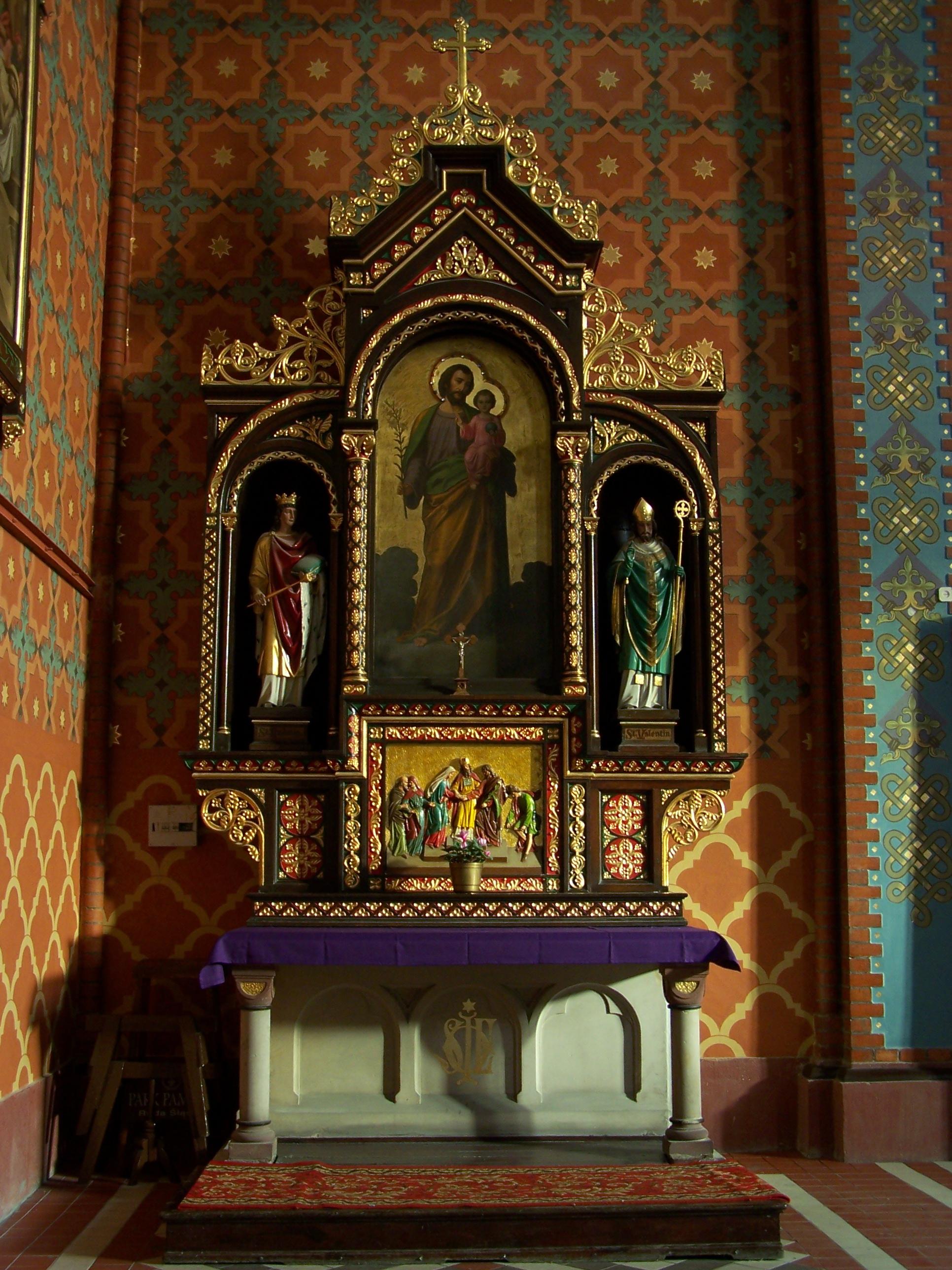 https://upload.wikimedia.org/wikipedia/commons/8/84/Koch%C5%82owice_-_Holy_Trinity_Church_-_Altar_02.JPG