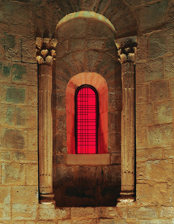 Vitraux contemporains Les_vitraux_contemporains_d%27Aurelie_Nemours_dans_l%27%C3%A9glise_de_Salagon
