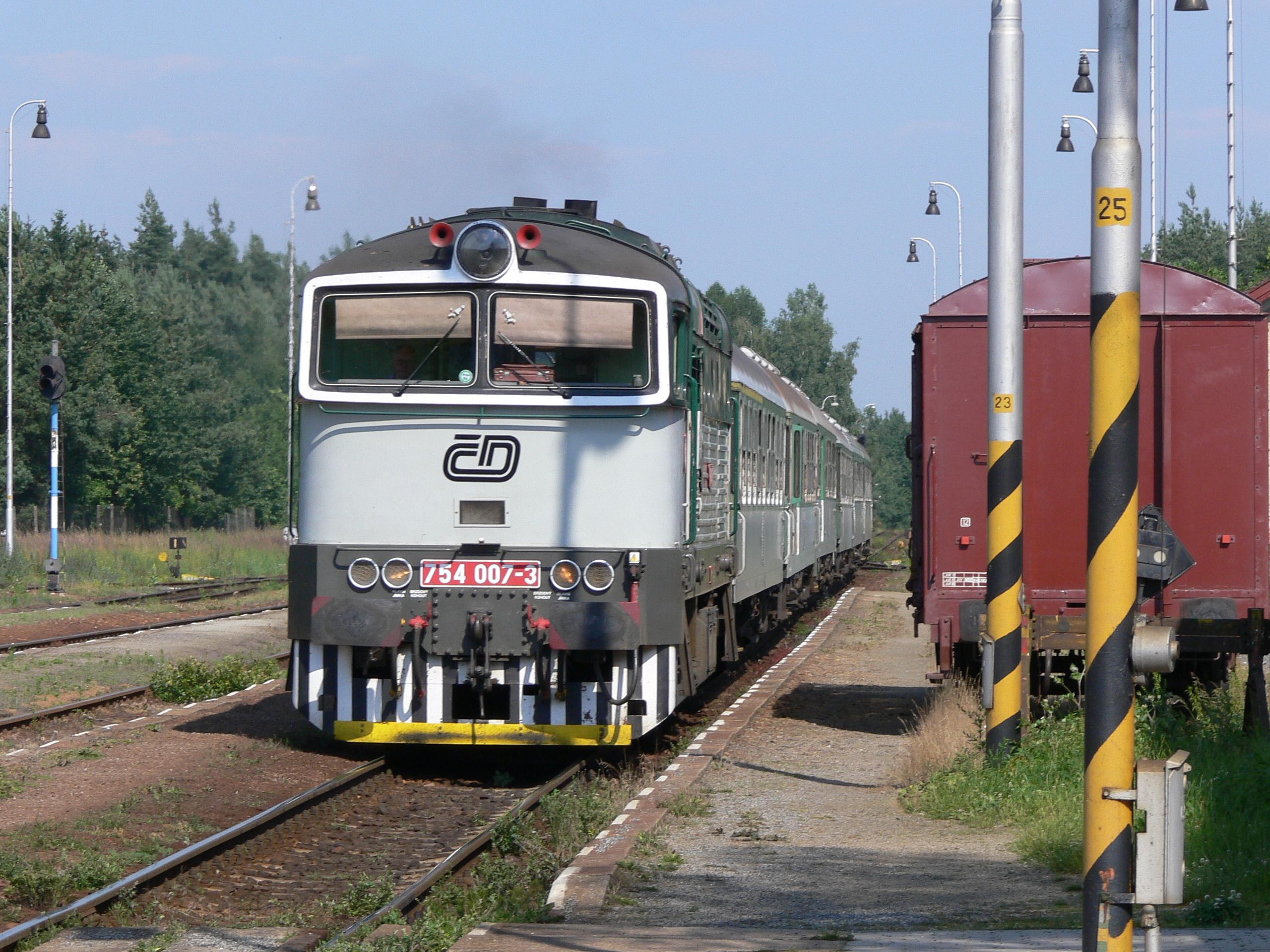File:Lokomotiva 754.jpg