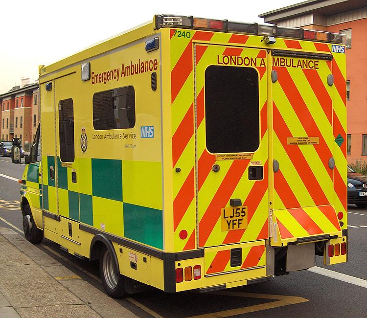 File:London Ambulance Service Ambulance.jpg - Wikipedia