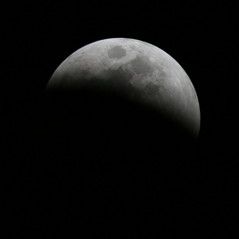 file lunar eclipse june 2011 partial jpg wikimedia commons