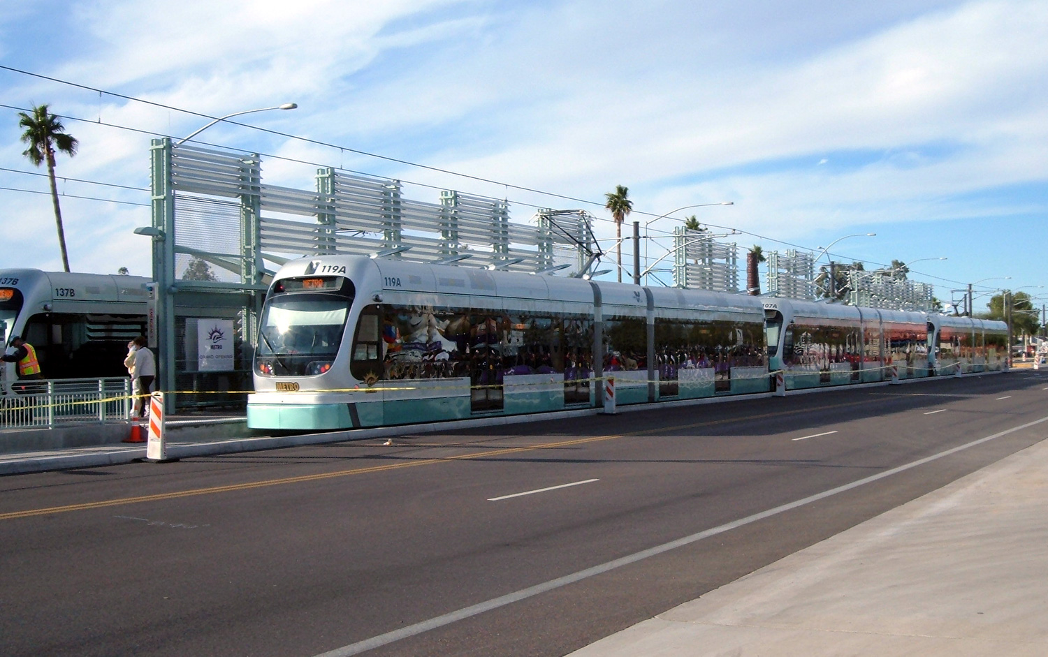 Phoenix Metro Light Rail (wikimedia)