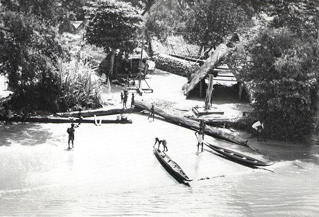 Maroon village, Suriname River, 1955.jpg