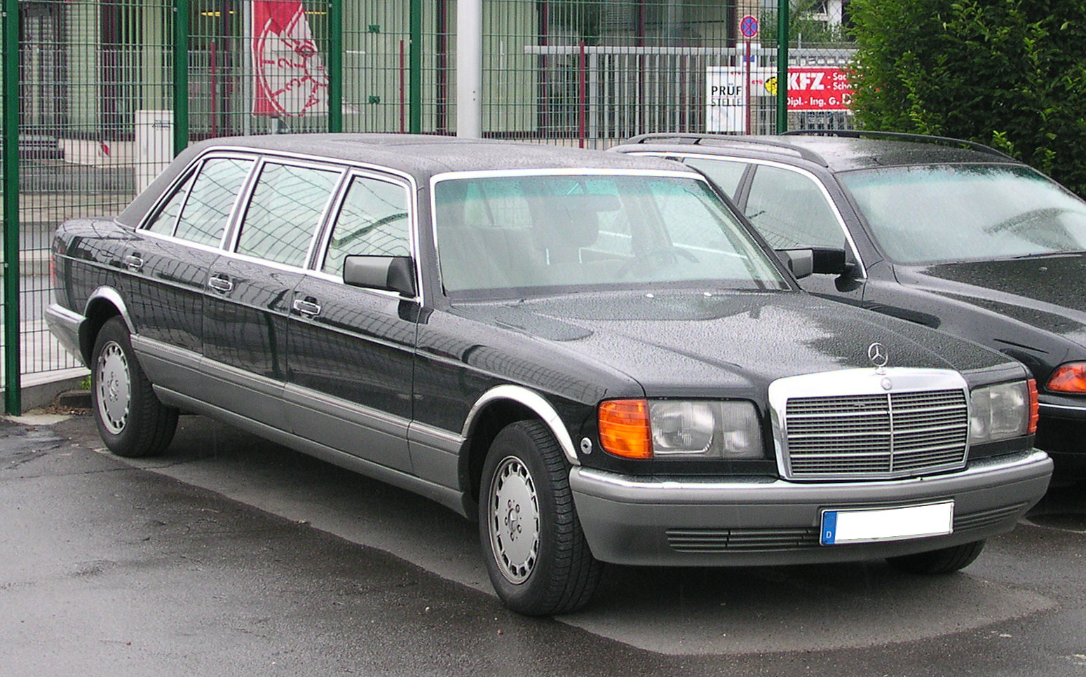 File mercedes benz w126 sechst rer wikimedia commons for Mercedes benz 500se