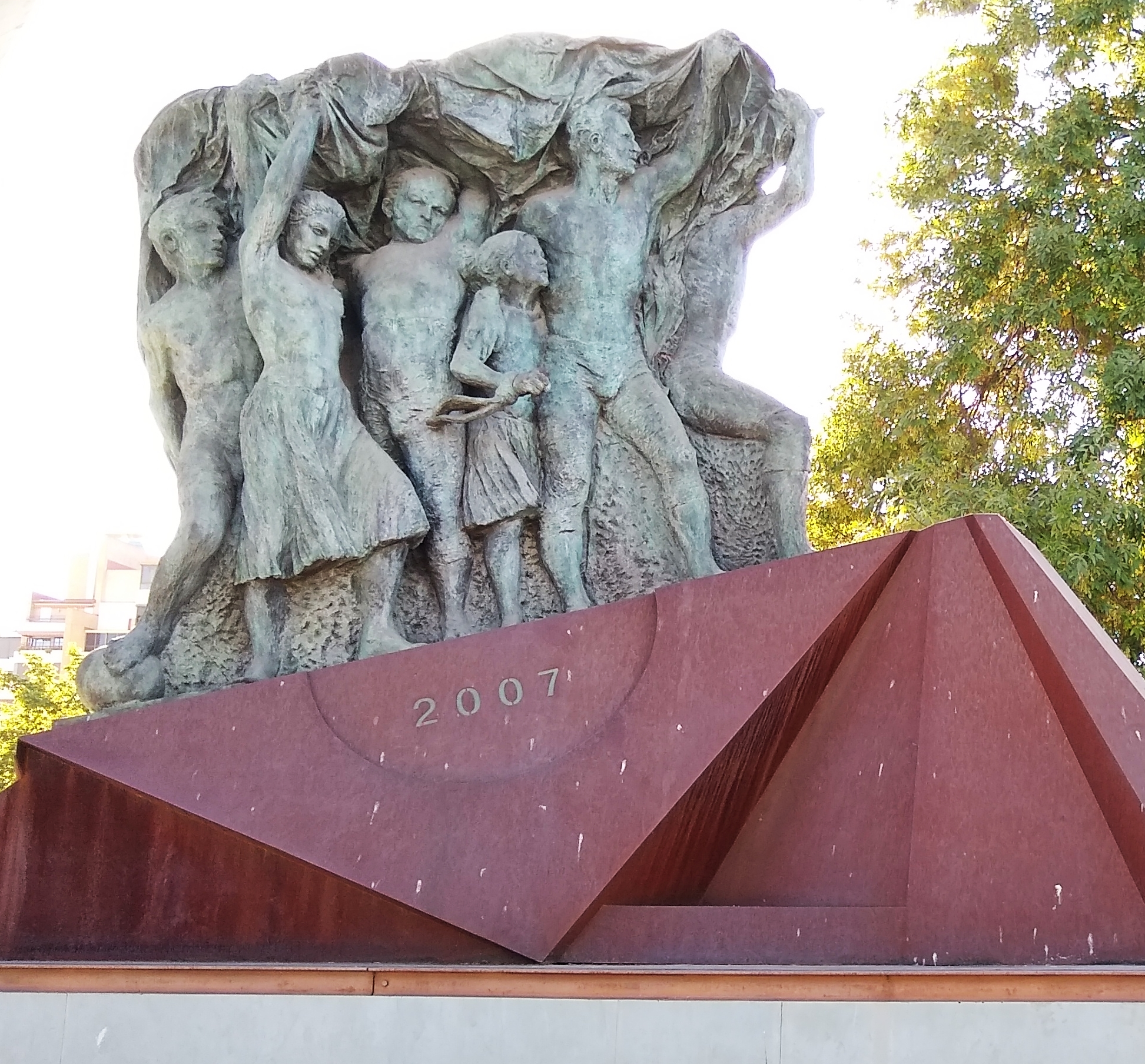 la Afición del Real Betis Balompié 03.jpg Español: Monumento a la Afición del Real Betis Balompié. Estadio Benito Villamarín. Sevilla, Andalucía, España