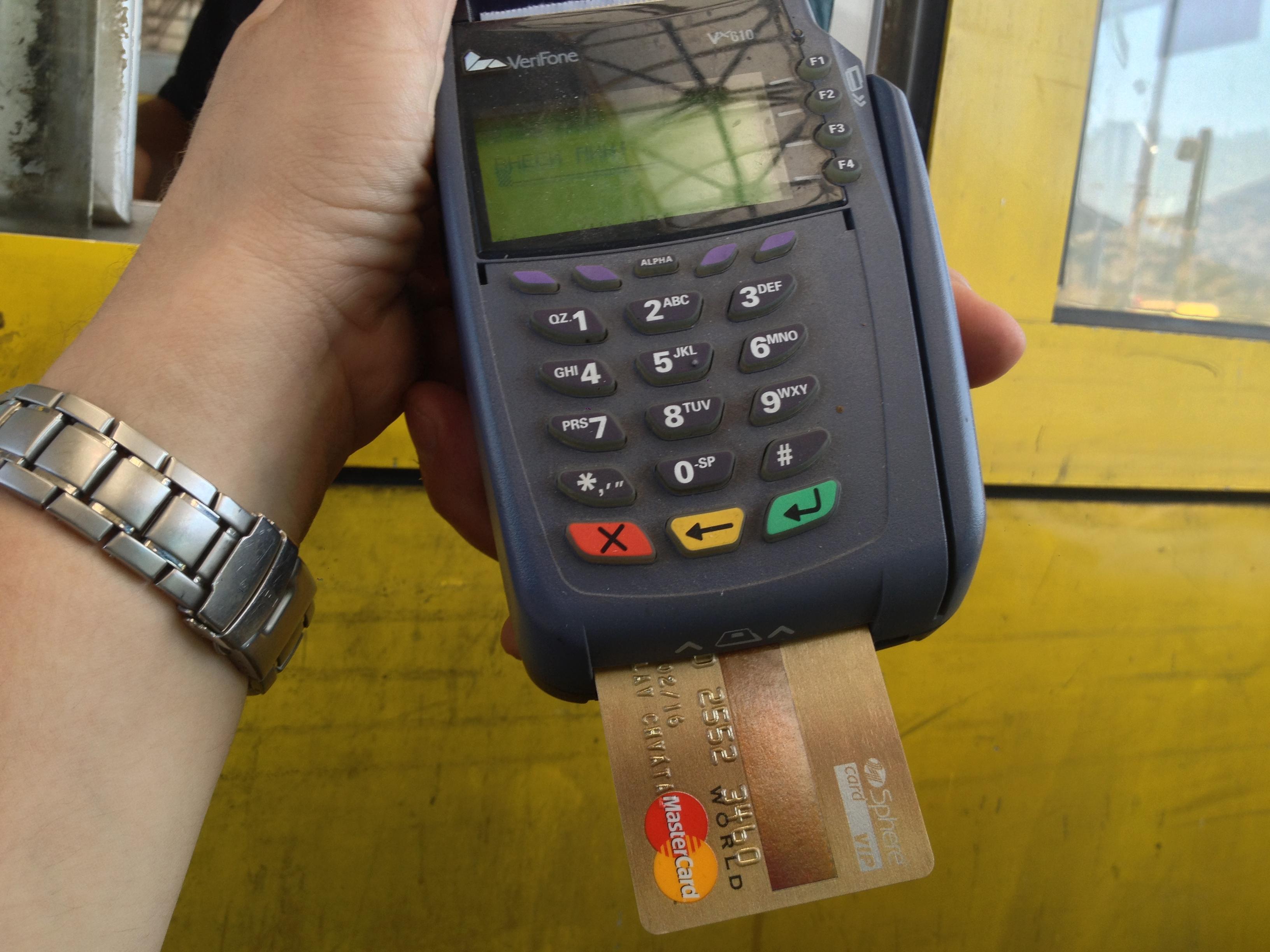 a que edad puedo tener una tarjeta de credito