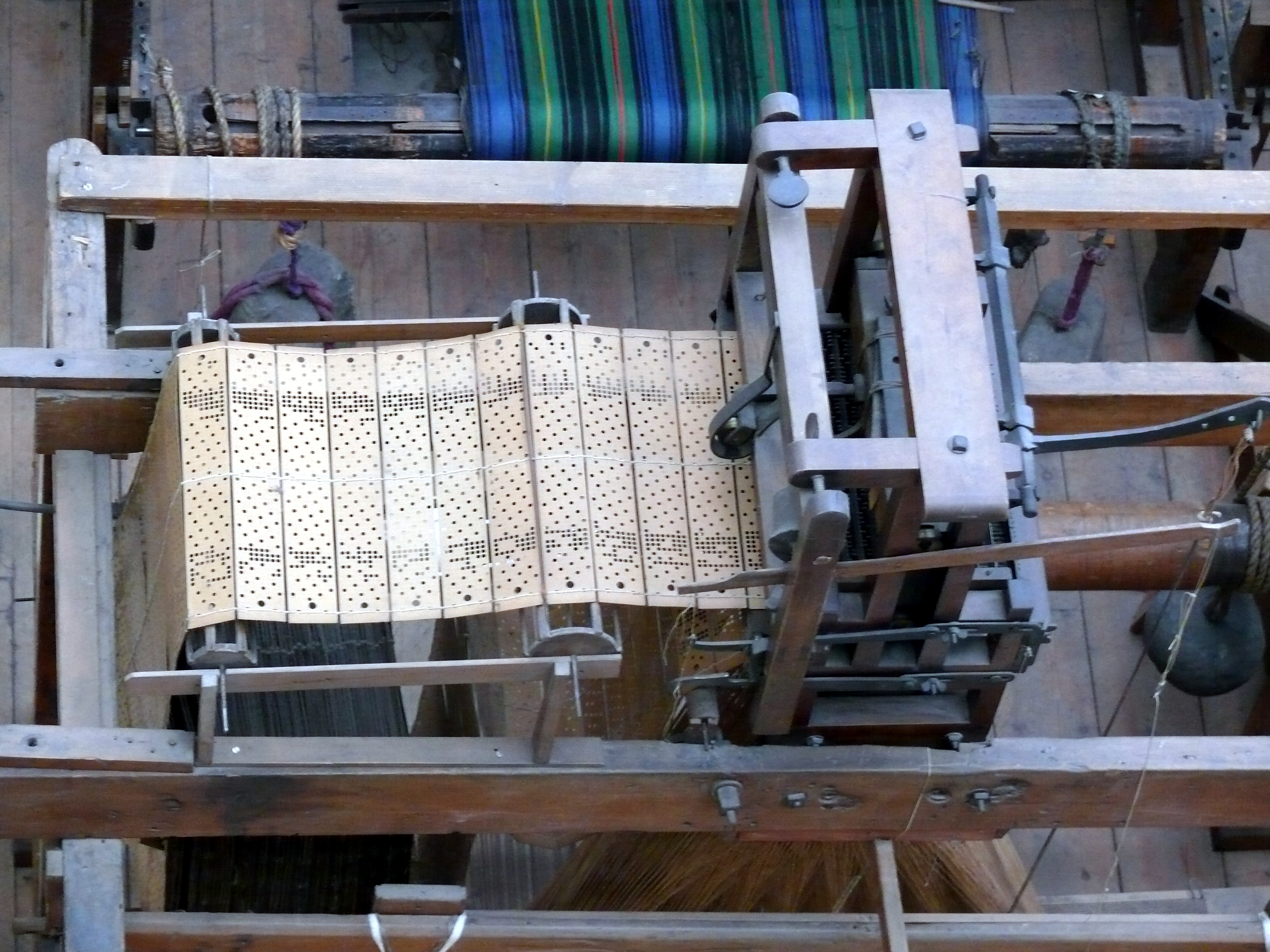 Description NMS Jacquard loom.JPG