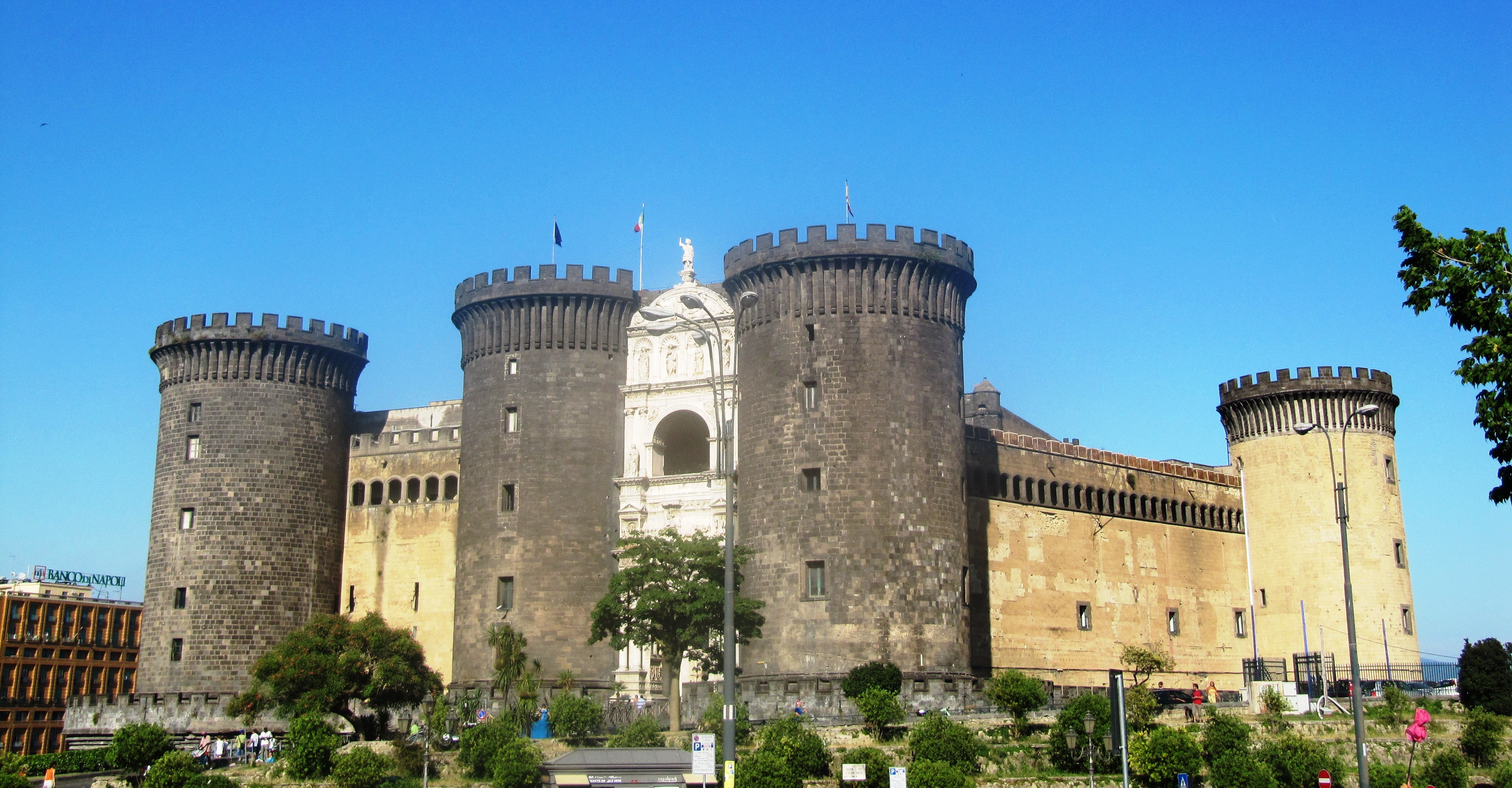 File Napoli Castel Nuovo Jpg Wikimedia Commons