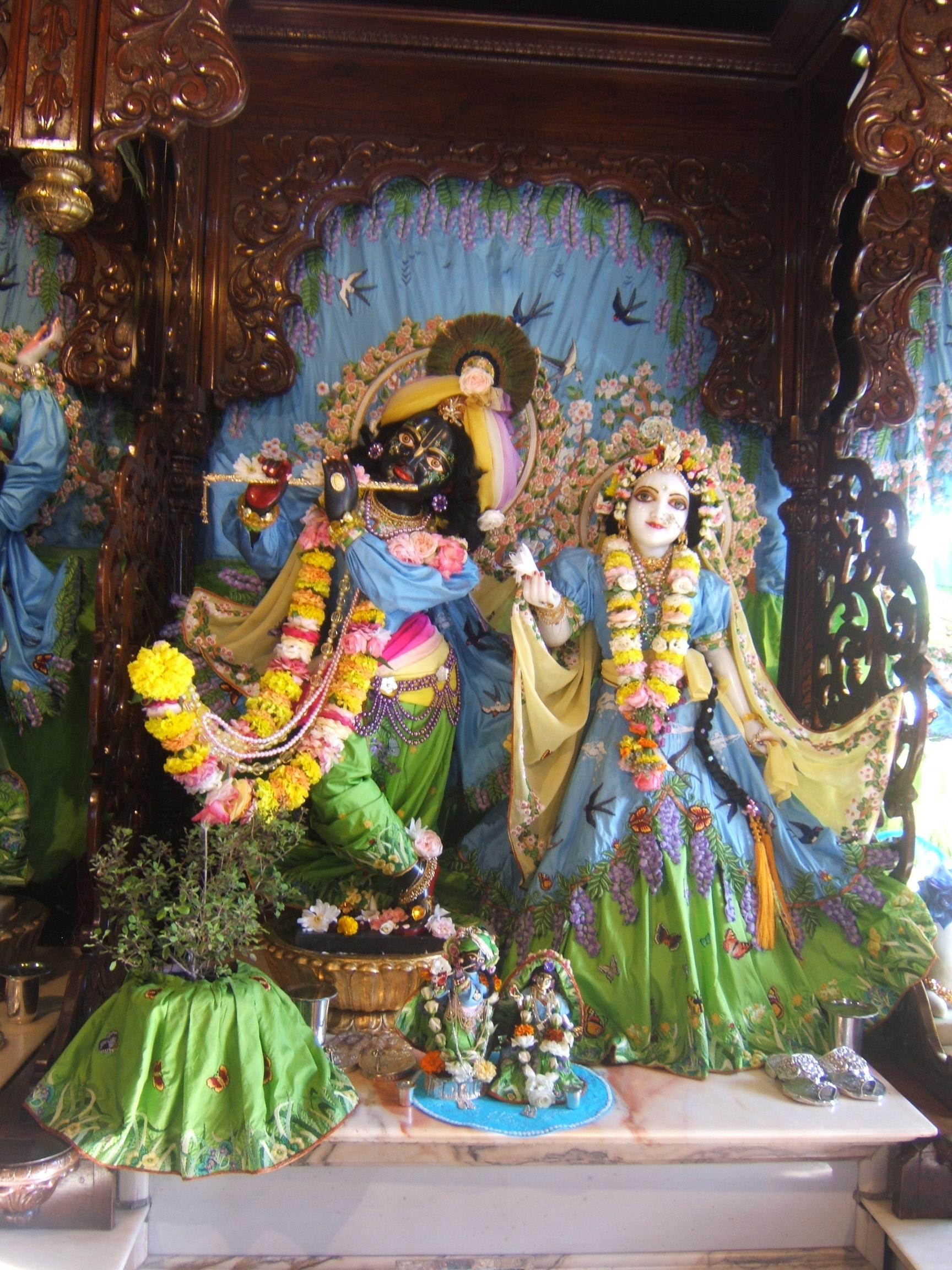 File New Mayapur Radha Krishna Deities 05 Jpg Wikipedia