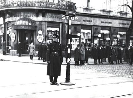 Αποτέλεσμα εικόνας για traffic light history
