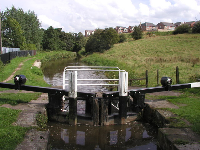 One of the Cheddleton Locks on the Caldon Canal - geograph.org.uk - 316242