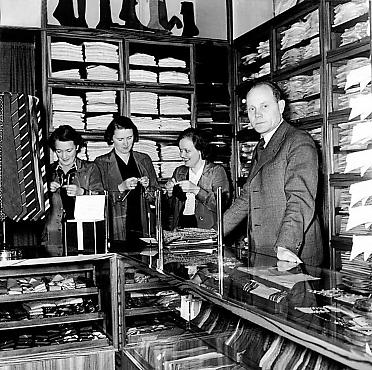 Paavo Nurmi in his store in 1939
