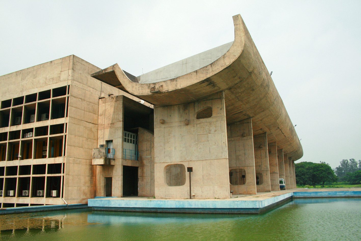 File palace of assembly chandigarh wikimedia for Architecture inde
