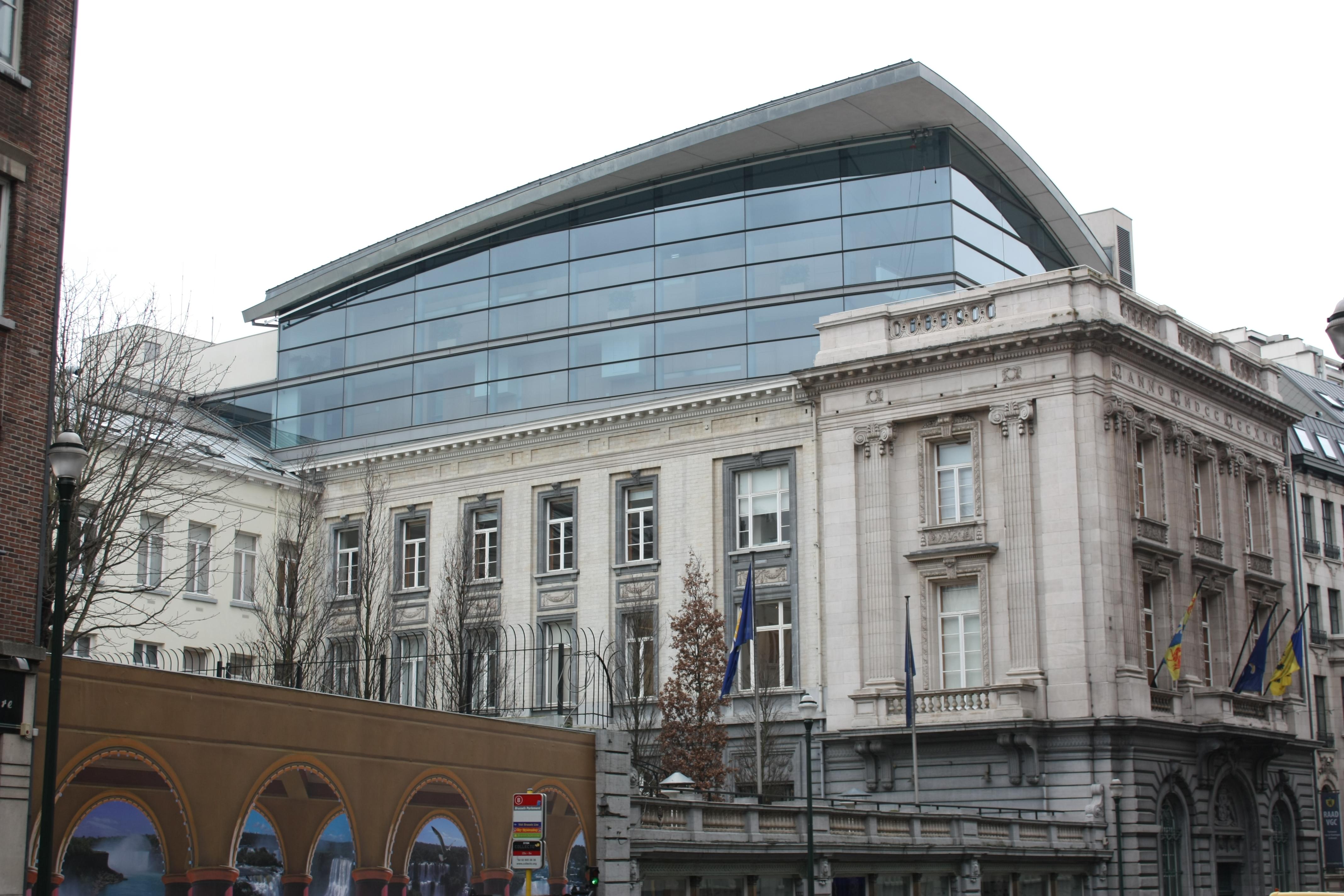 File parlement r gion bruxelles capitale jpg wikimedia for Architecture de batiment moderne