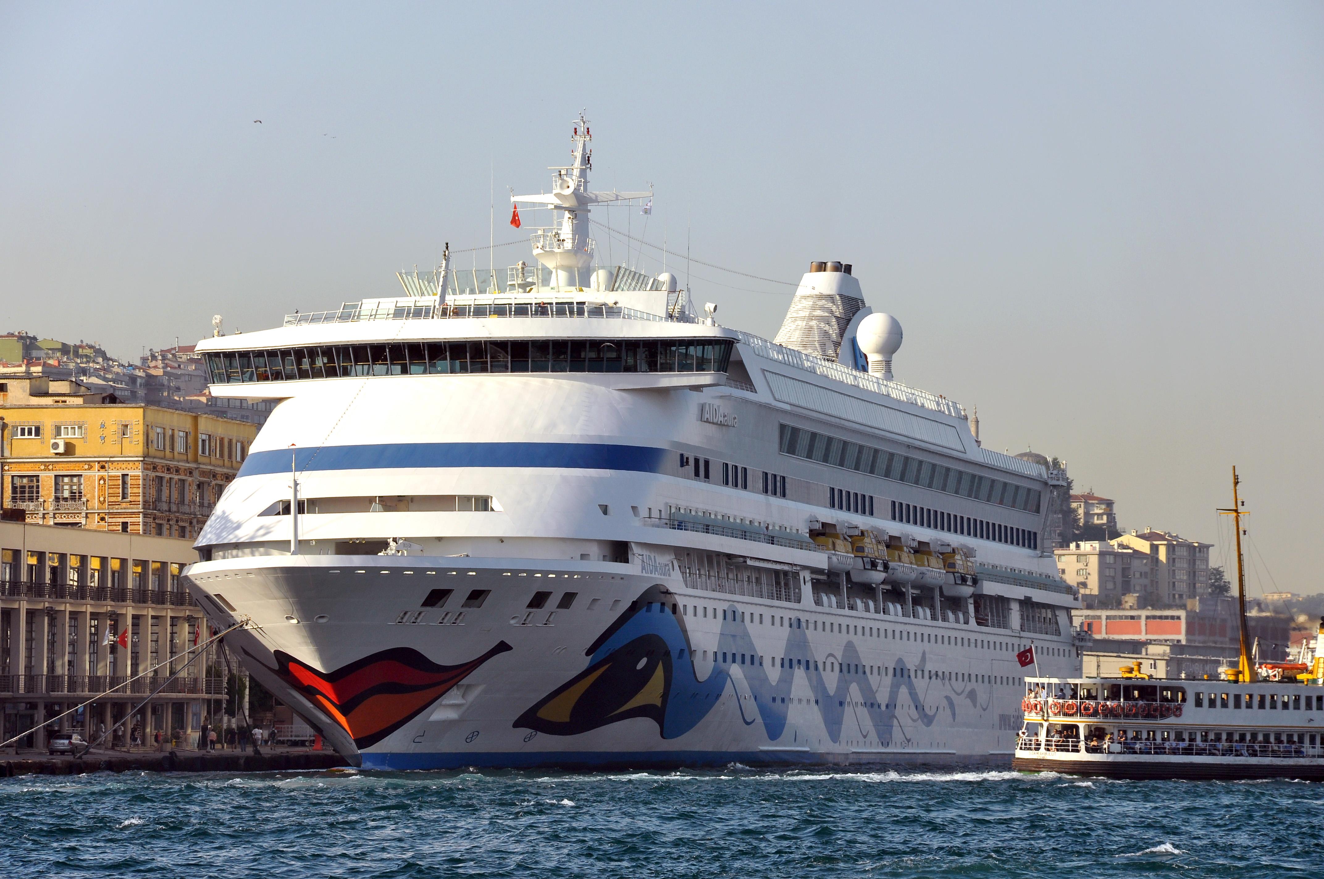 C A Turkey Istanbul Fichier:Port of Istanb...