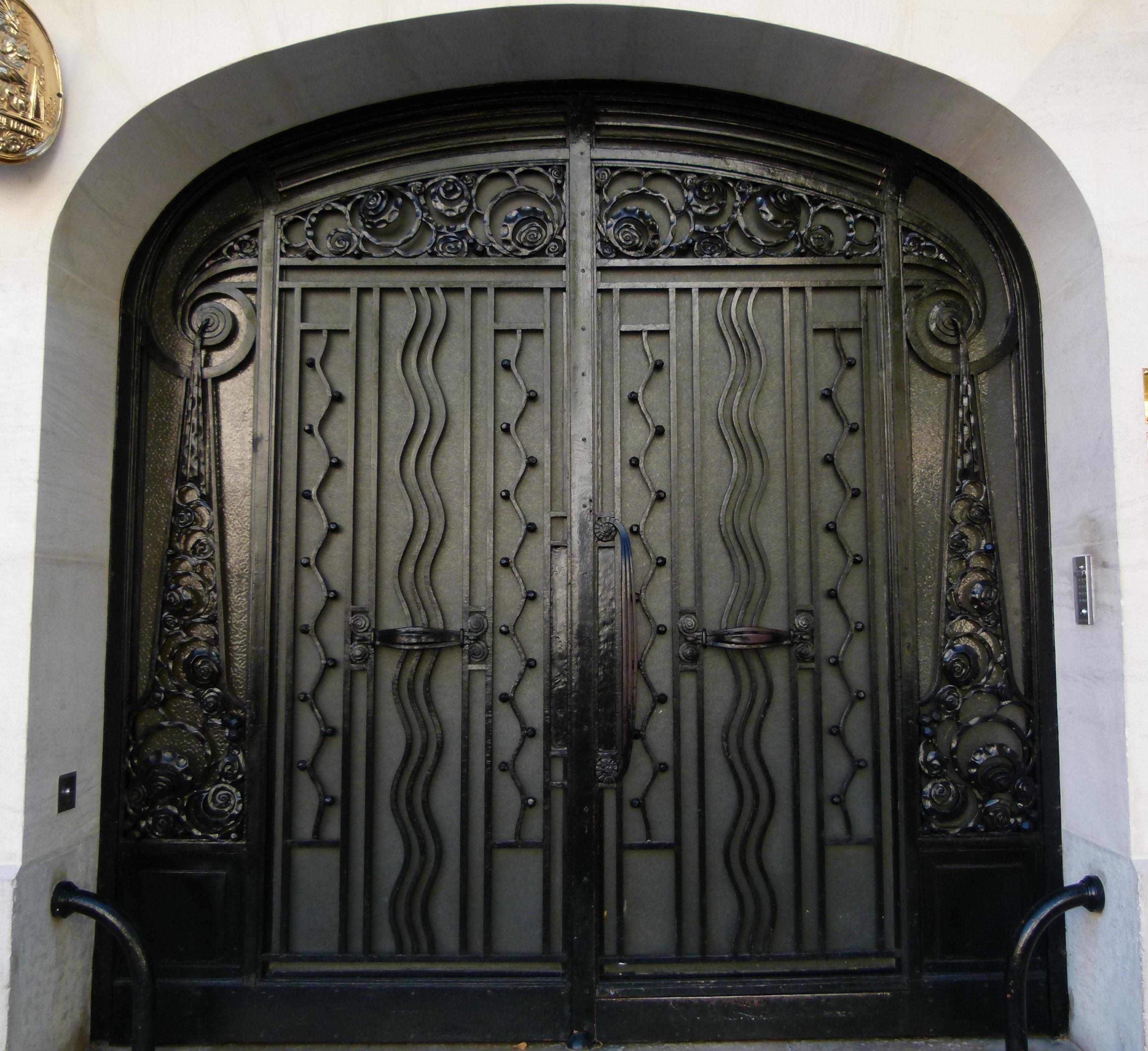 File porte d 39 immeuble style art nouveau boulevard du - Porte style atelier d artiste ...