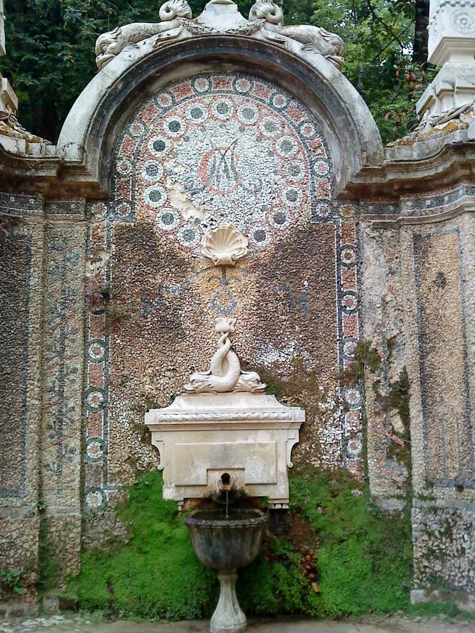File quinta da regaleira fontaine dans le jardin sintra for Jardines quinta da regaleira