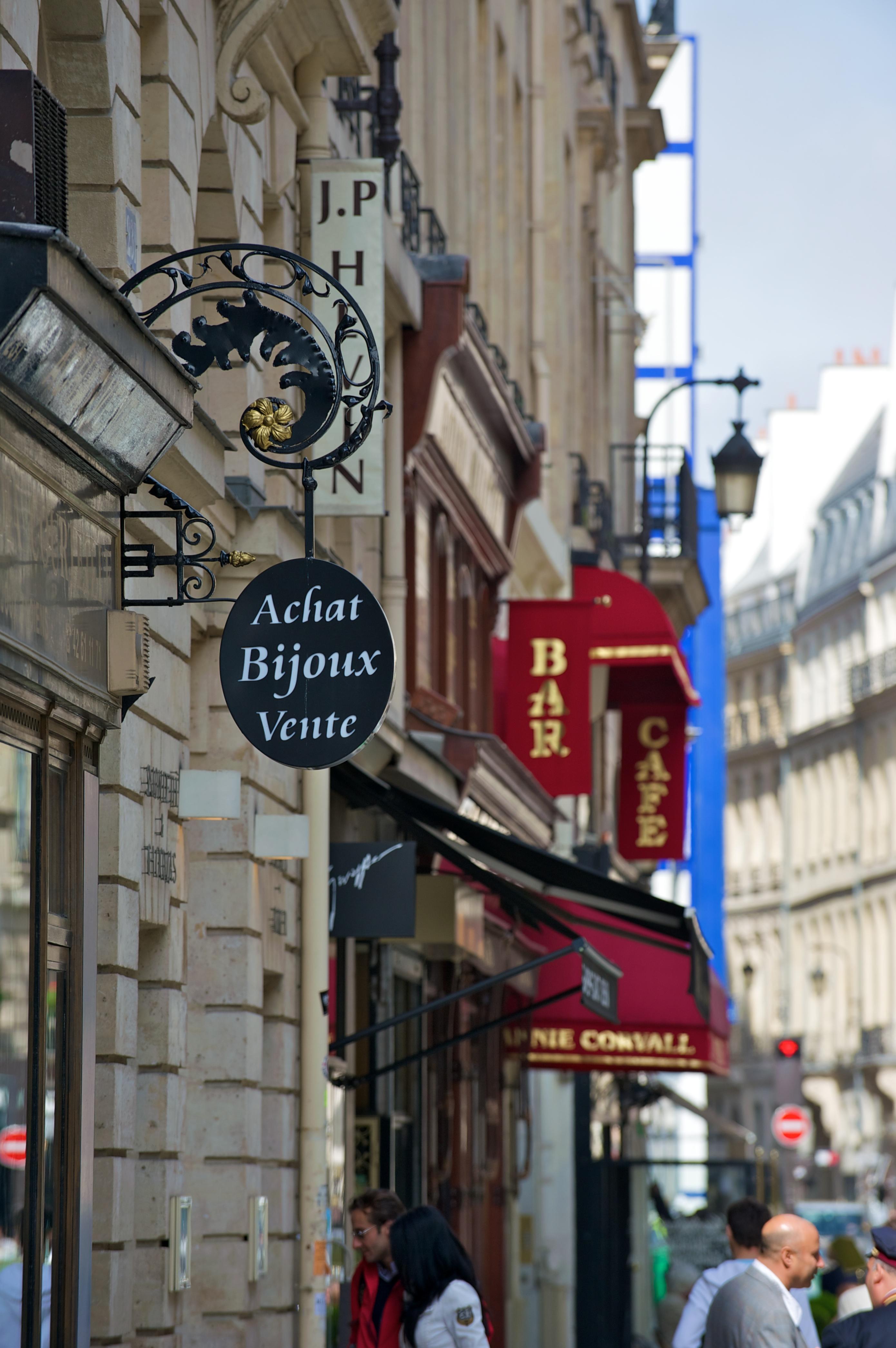 file rue saint honor paris 2010 04 wikimedia. Black Bedroom Furniture Sets. Home Design Ideas