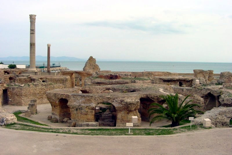 https://upload.wikimedia.org/wikipedia/commons/8/84/Ruines_de_Carthage.jpg