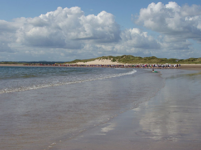 Runners on Beadnell beach - geograph.org.uk - 93733