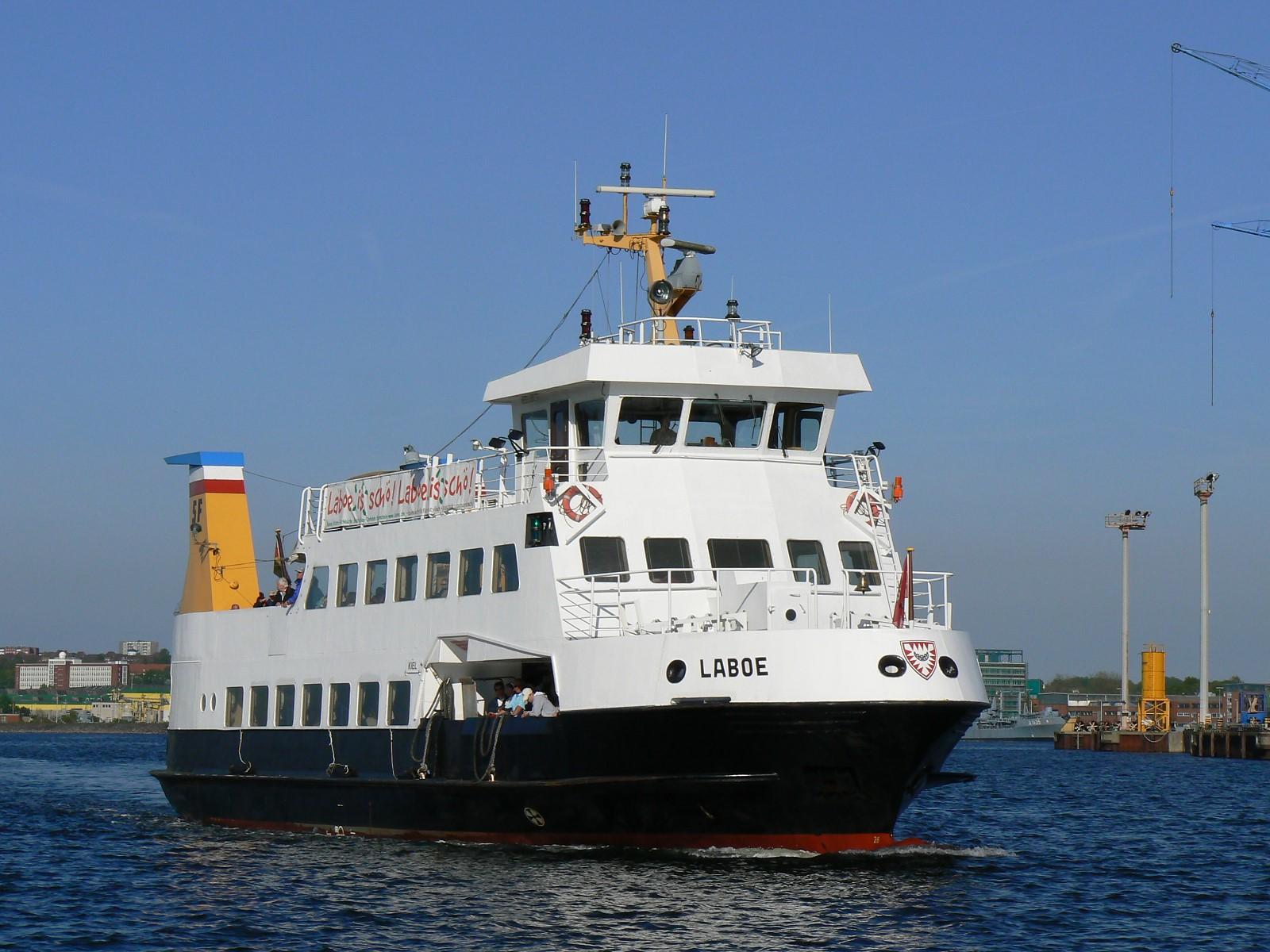 File:SFK MS Laboe Fahrgastschiff.jpg - Wikimedia Commons