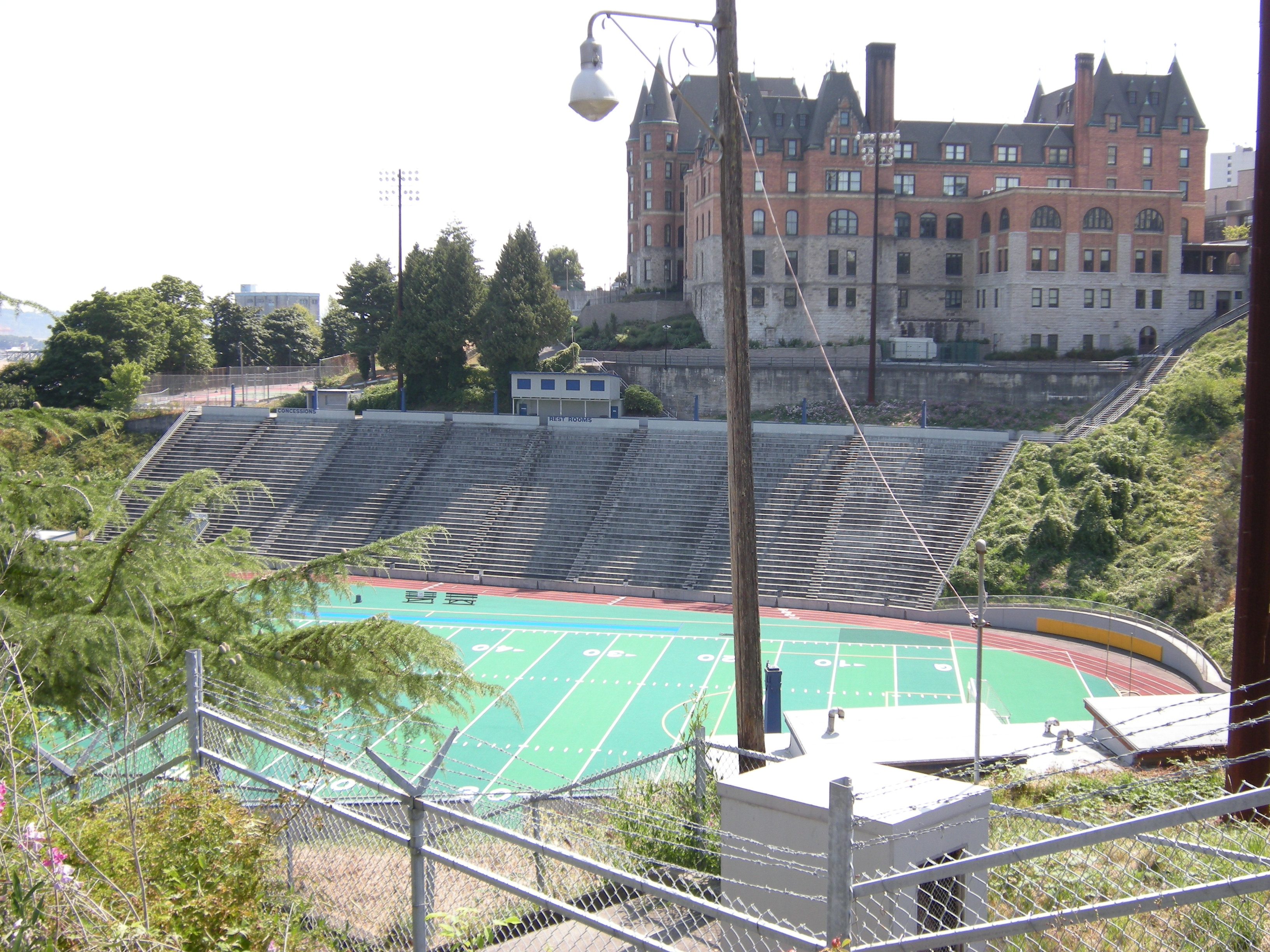 File:Tacoma - Stadium High School 01.jpg