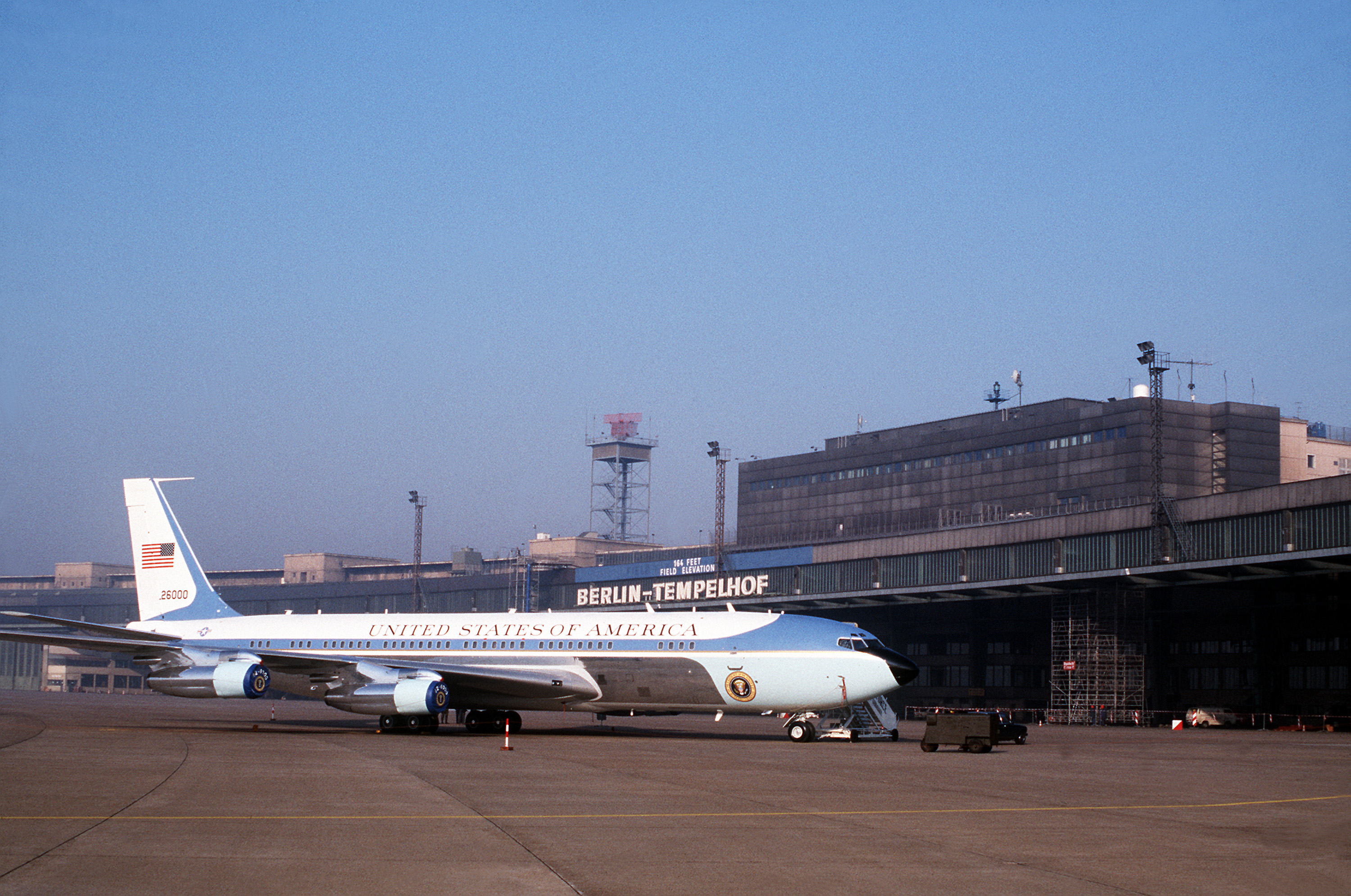 file vc 137c air force one at berlin tempelhof 1987 jpeg wikimedia commons. Black Bedroom Furniture Sets. Home Design Ideas