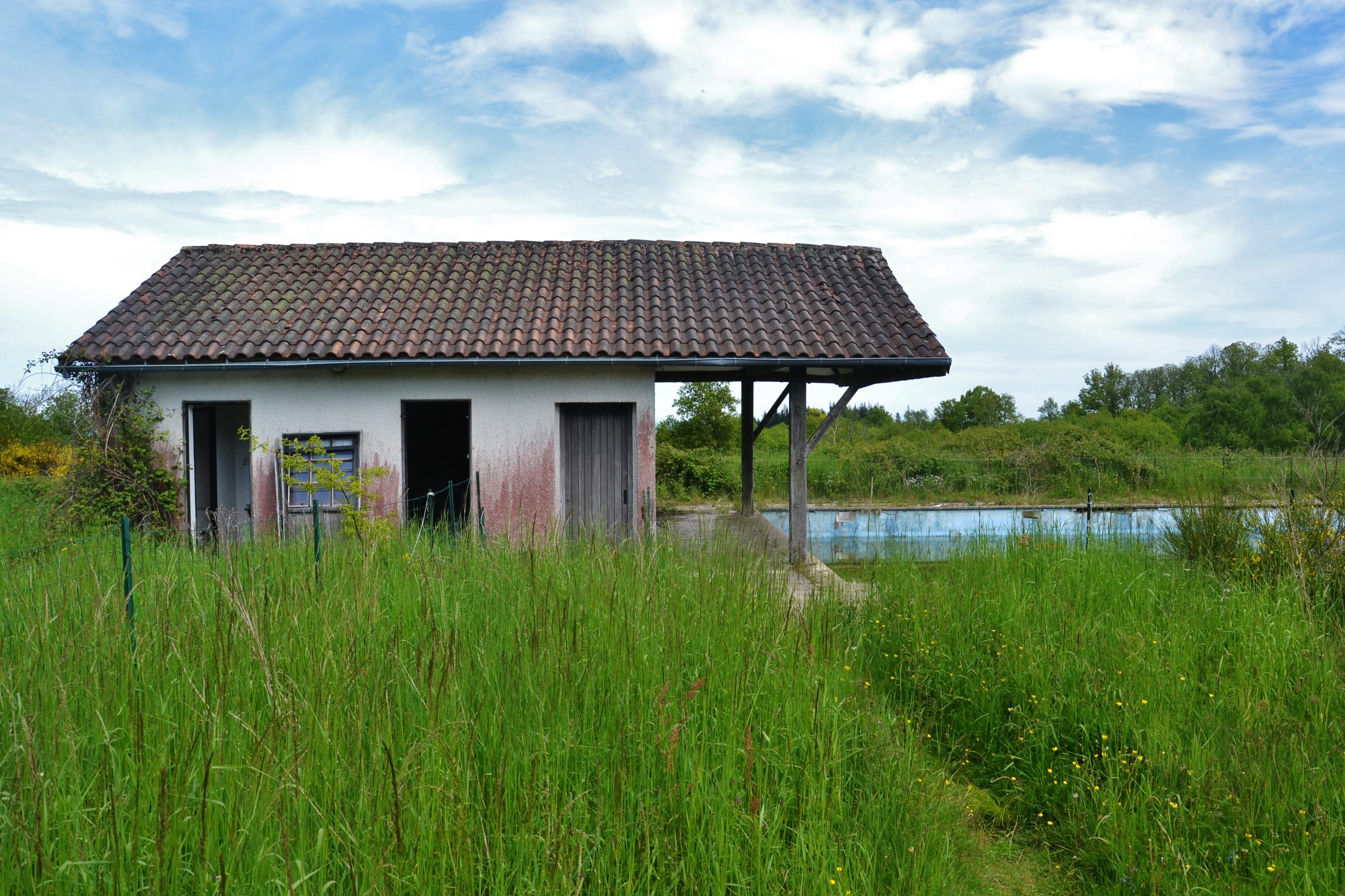 File village abandonn de courbefy jpg wikimedia commons - Acheter village abandonne ...
