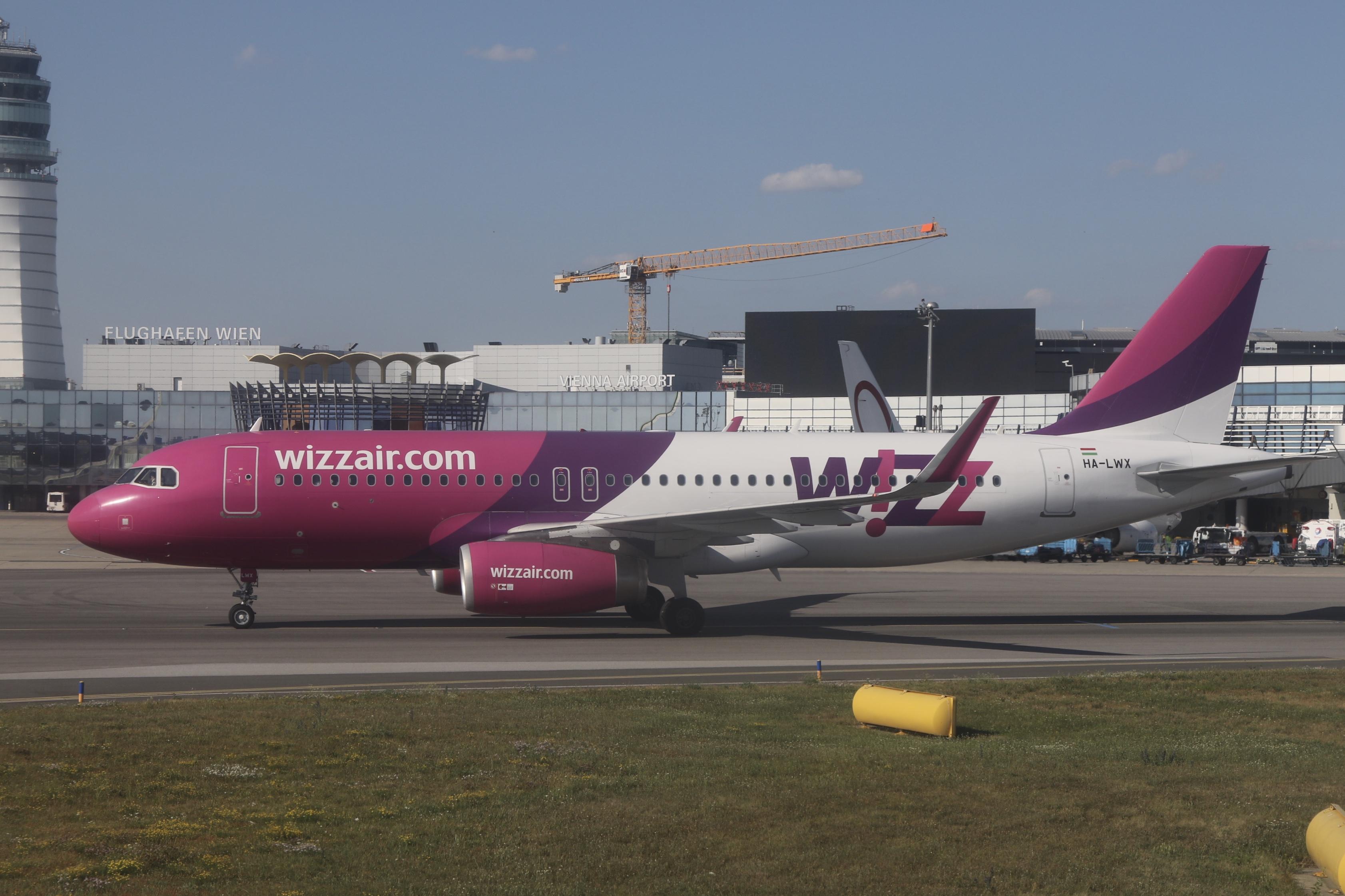 File Wizz Air Ha Lwx At Vienna International Airport Jpg Wikimedia Commons
